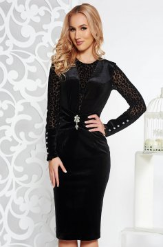 PrettyGirl black dress occasional pencil from velvet with inside lining accessorized with breastpin