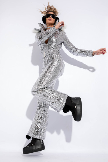 Silver jumpsuit with metallic aspect with inside lining with undetachable hood with faux fur accessory