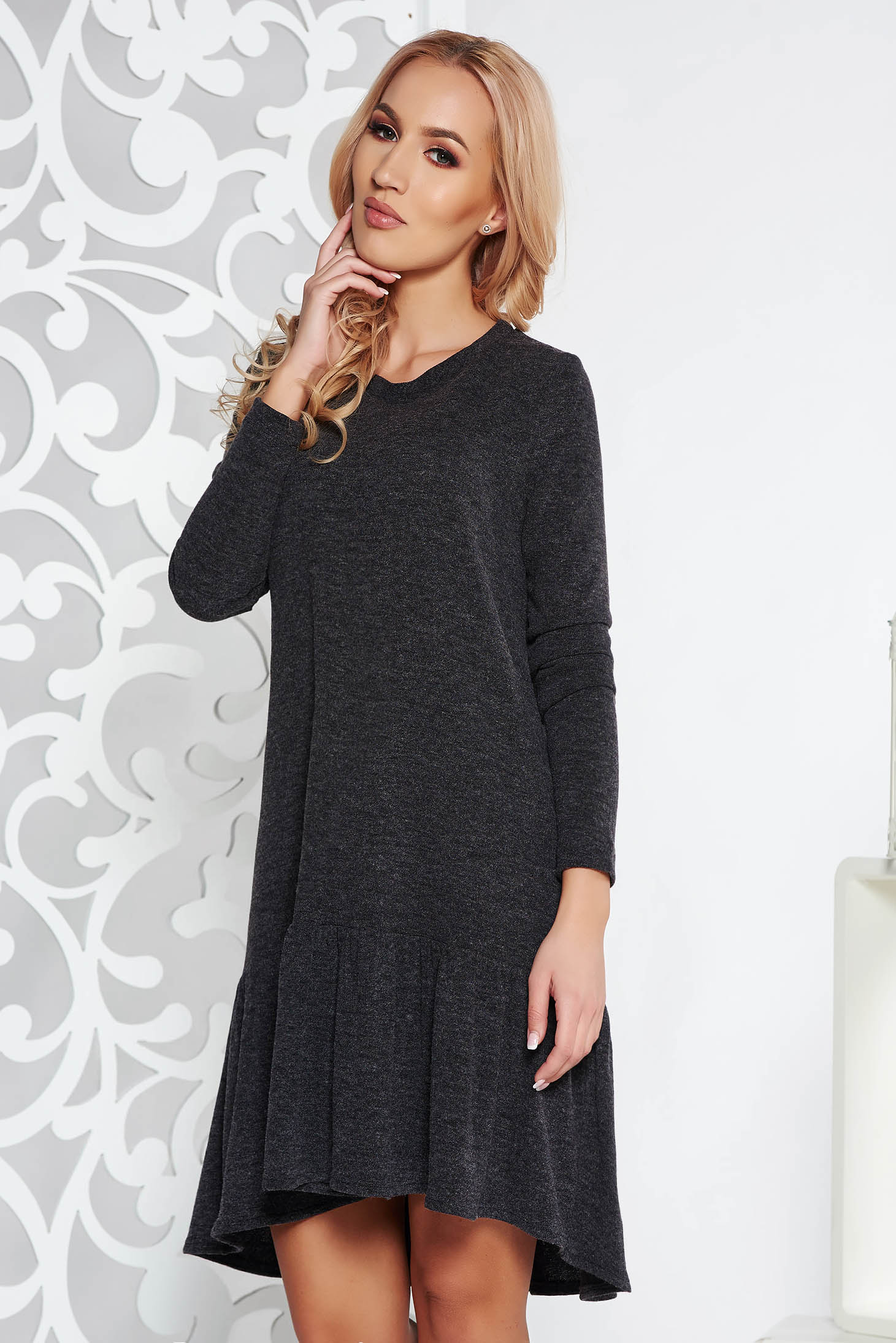 Rochie StarShinerS gri casual cu croi larg asimetrica din material tricotat cu volanase la baza