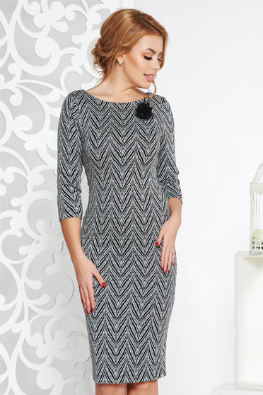 StarShinerS black office midi dress with tented cut slightly elastic fabric accessorized with breastpin