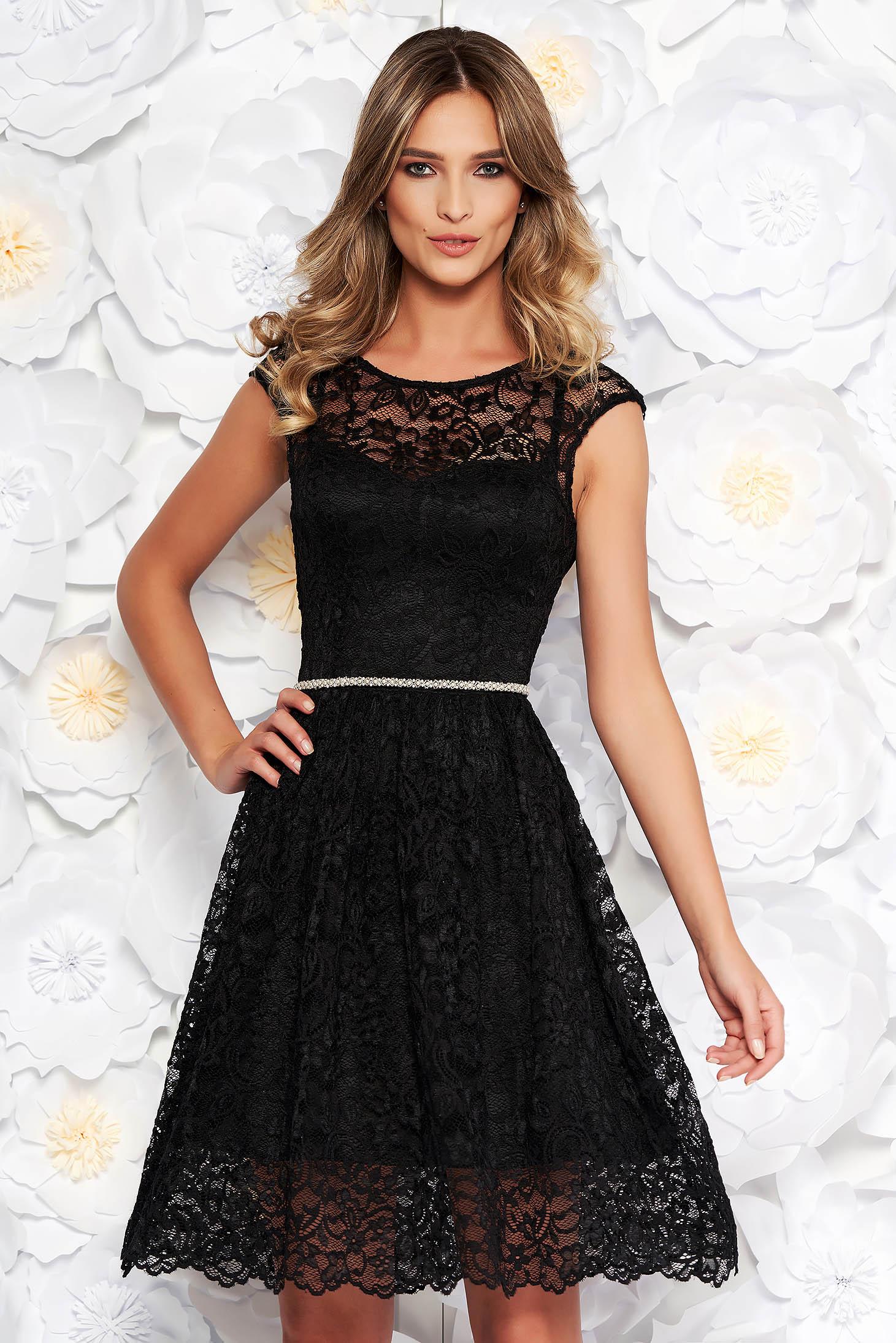 Rochie StarShinerS neagra eleganta in clos din dantela captusita pe interior accesorizata cu cordon