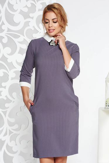 Grey office dress with straight cut slightly elastic cotton accessorized with breastpin