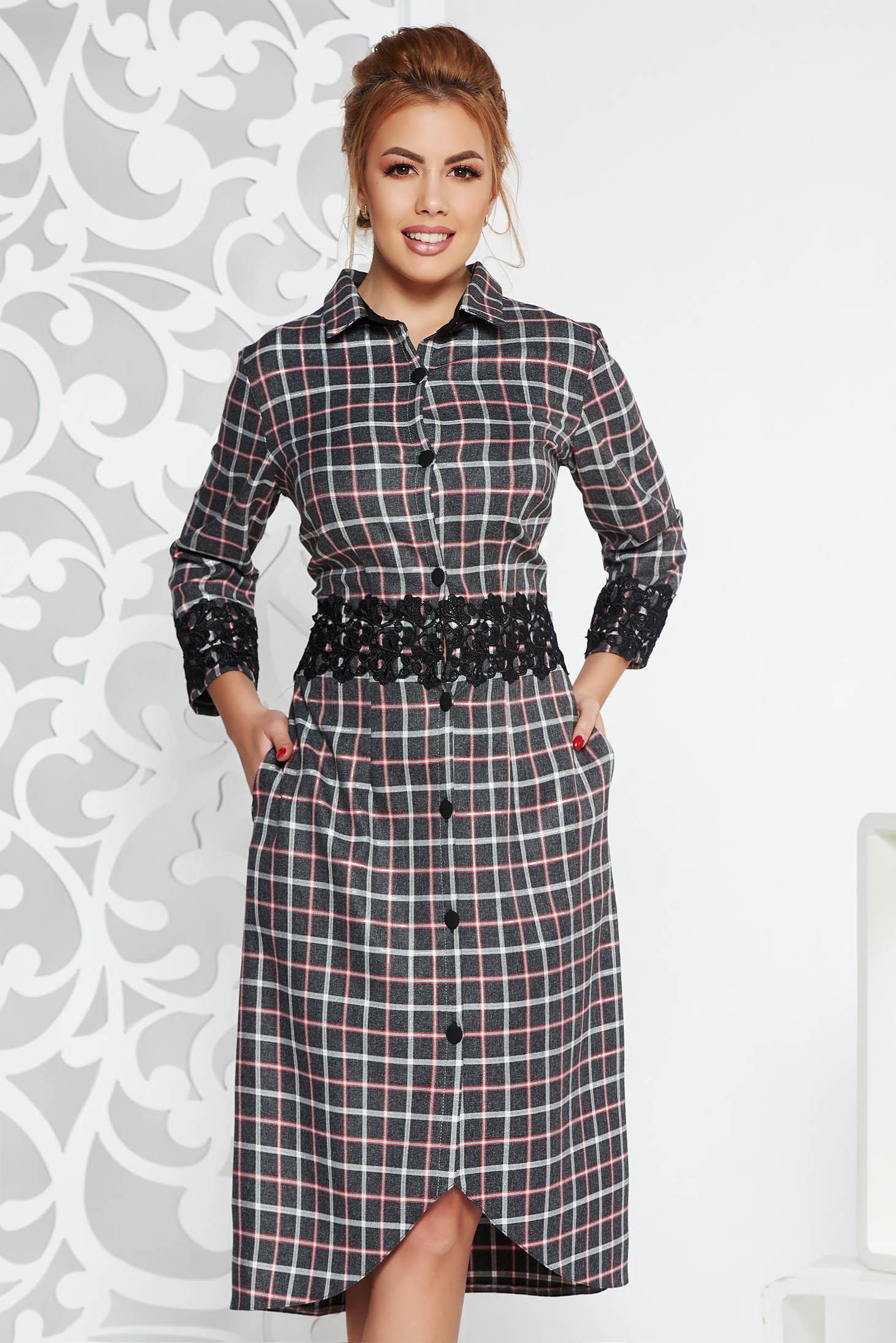 Rochie gri eleganta midi din stofa neelastica cu aplicatii de dantela accesorizata cu cordon