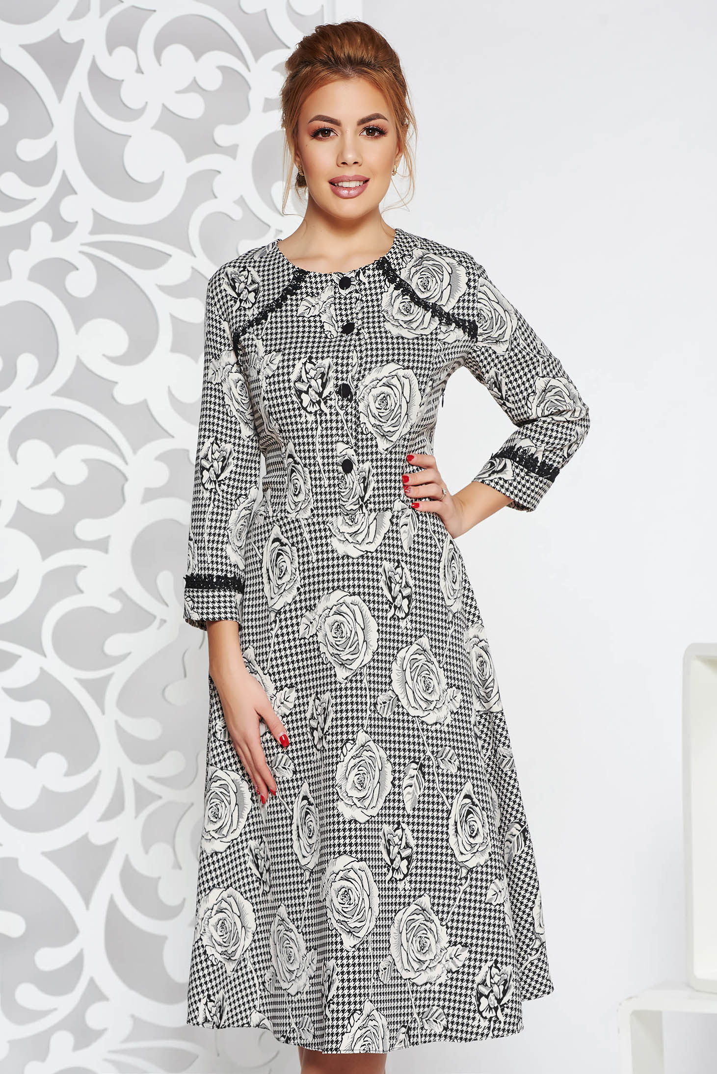 Rochie alba eleganta midi in clos cu aplicatii de dantela