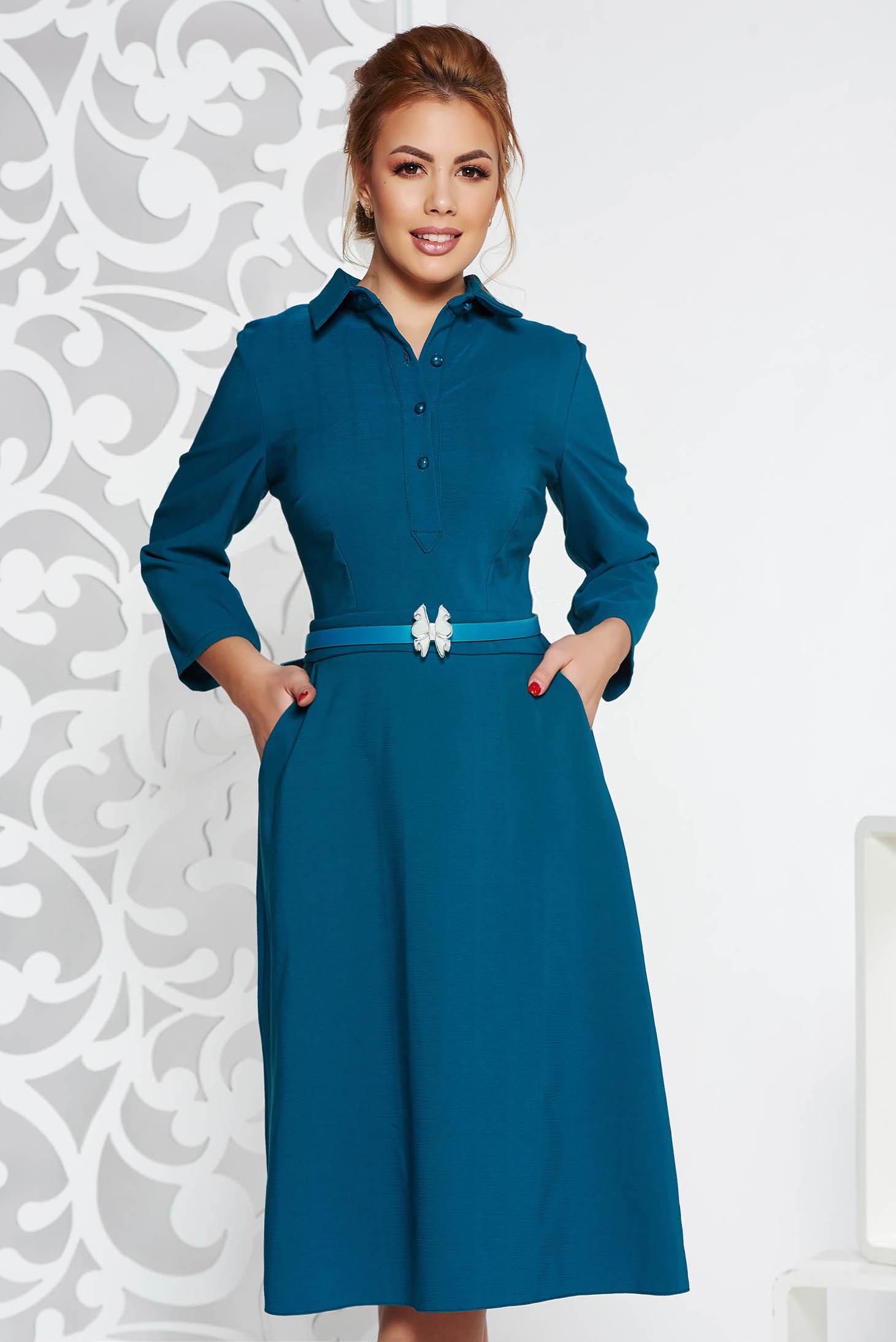 10ce712c75 Türkiz elegáns midi ruha enyhén elasztikus szövet deréktól bővülő szabás öv  típusú kiegészítővel