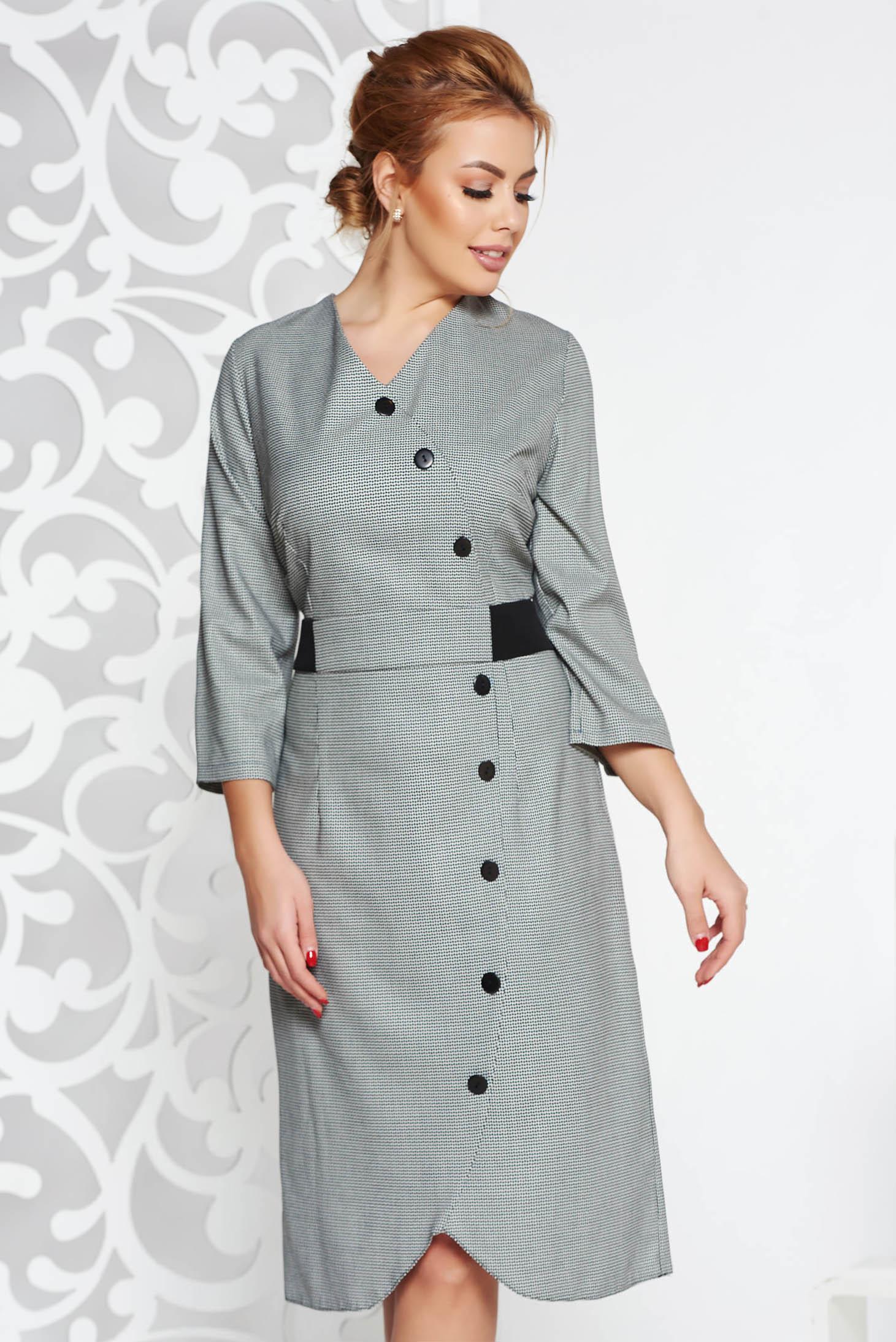Rochie neagra de zi din stofa neelastica cu maneci trei-sferturi accesorizata cu nasturi