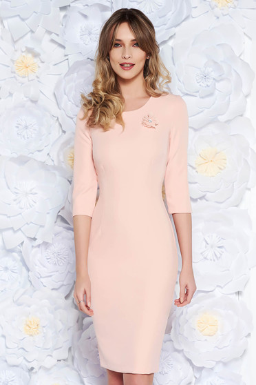 StarShinerS peach dress elegant midi pencil slightly elastic fabric accessorized with breastpin
