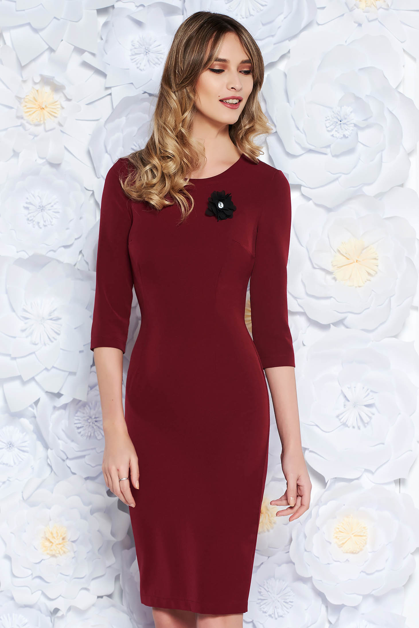 StarShinerS burgundy dress elegant midi pencil slightly elastic fabric accessorized with breastpin