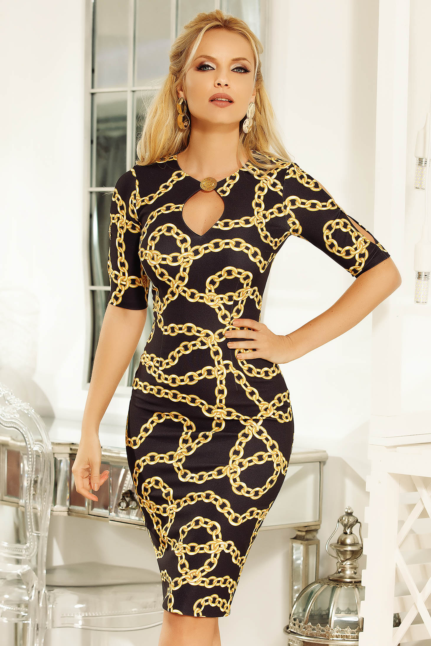 Fofy black elegant pencil dress with graphic print with v-neckline