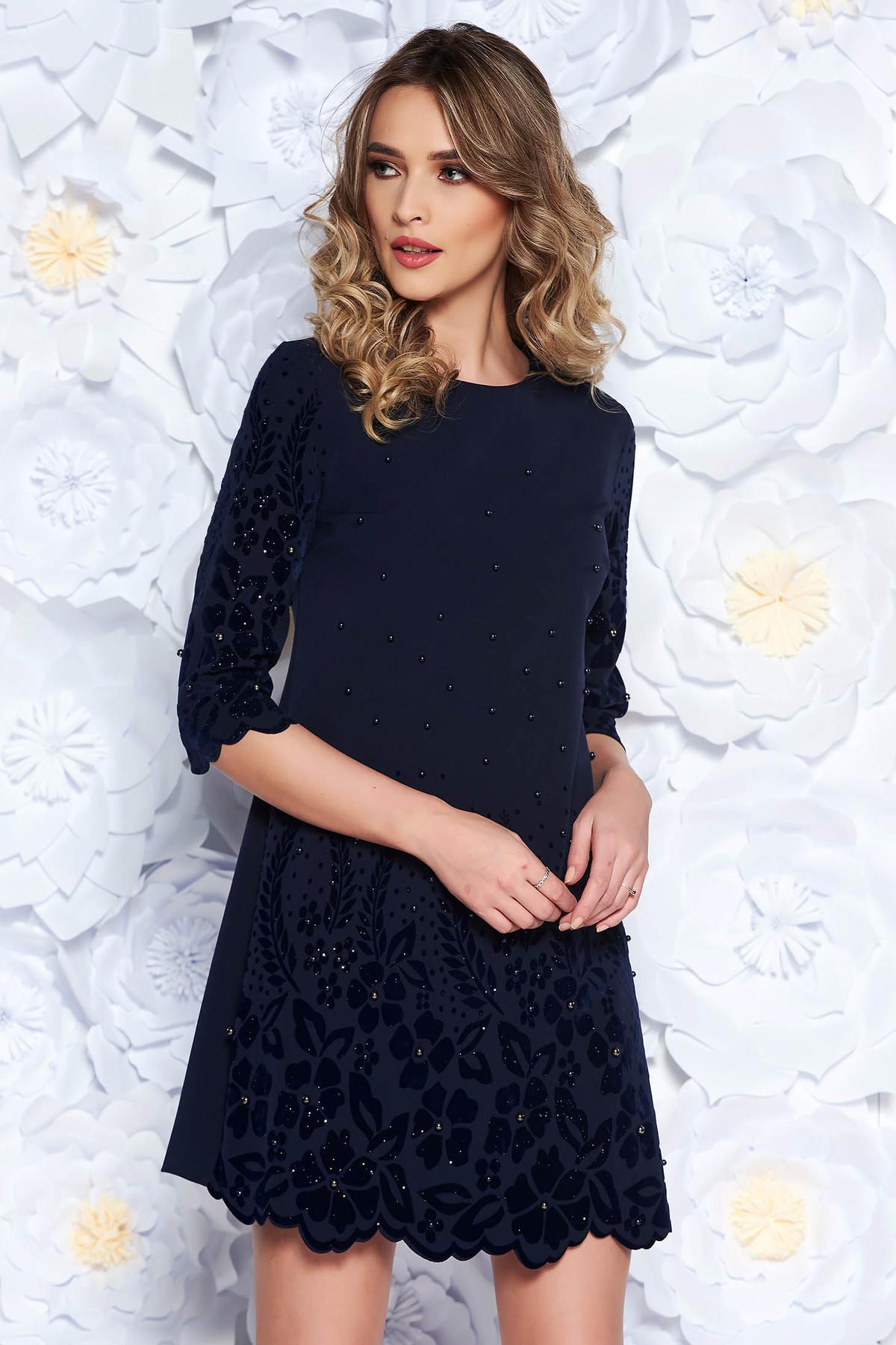 Rochie albastra-inchis eleganta cu croi larg din stofa usor elastica cu aplicatii cu perle