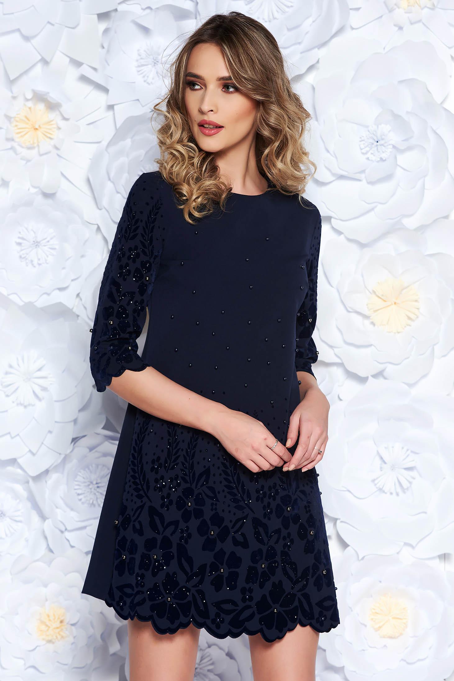 Rochie albastra-inchis eleganta cu un croi drept din stofa usor elastica cu aplicatii cu perle