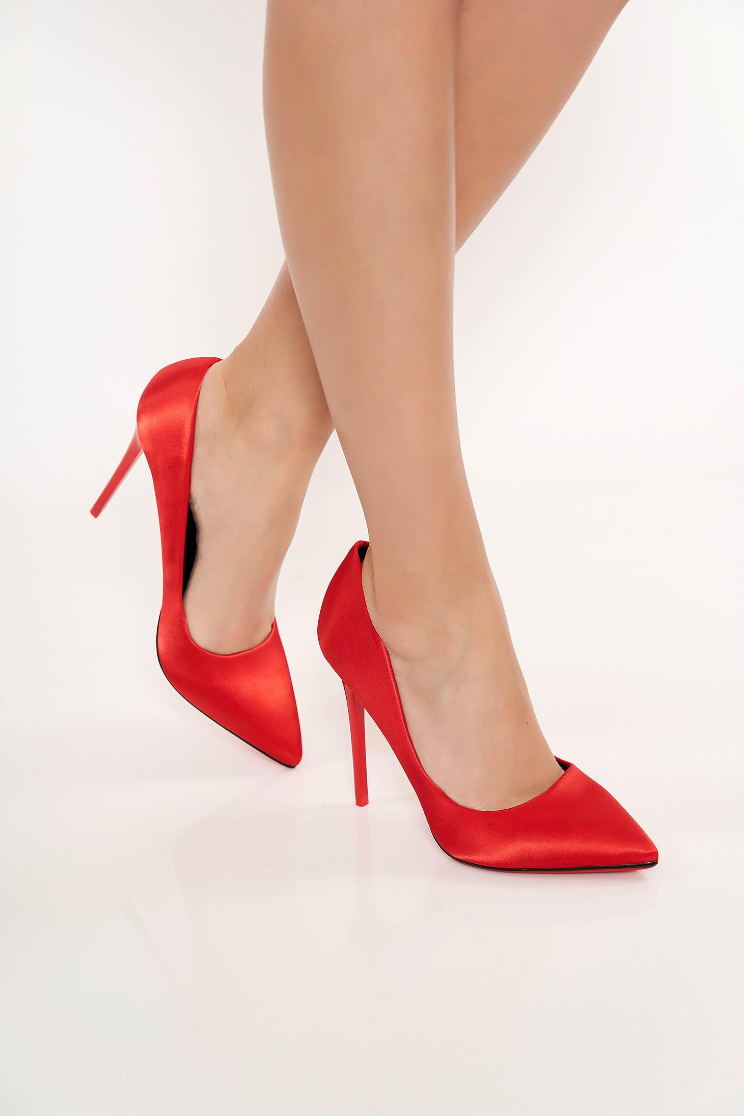 Pantofi rosii eleganti cu toc inalt din material satinat cu varful usor ascutit