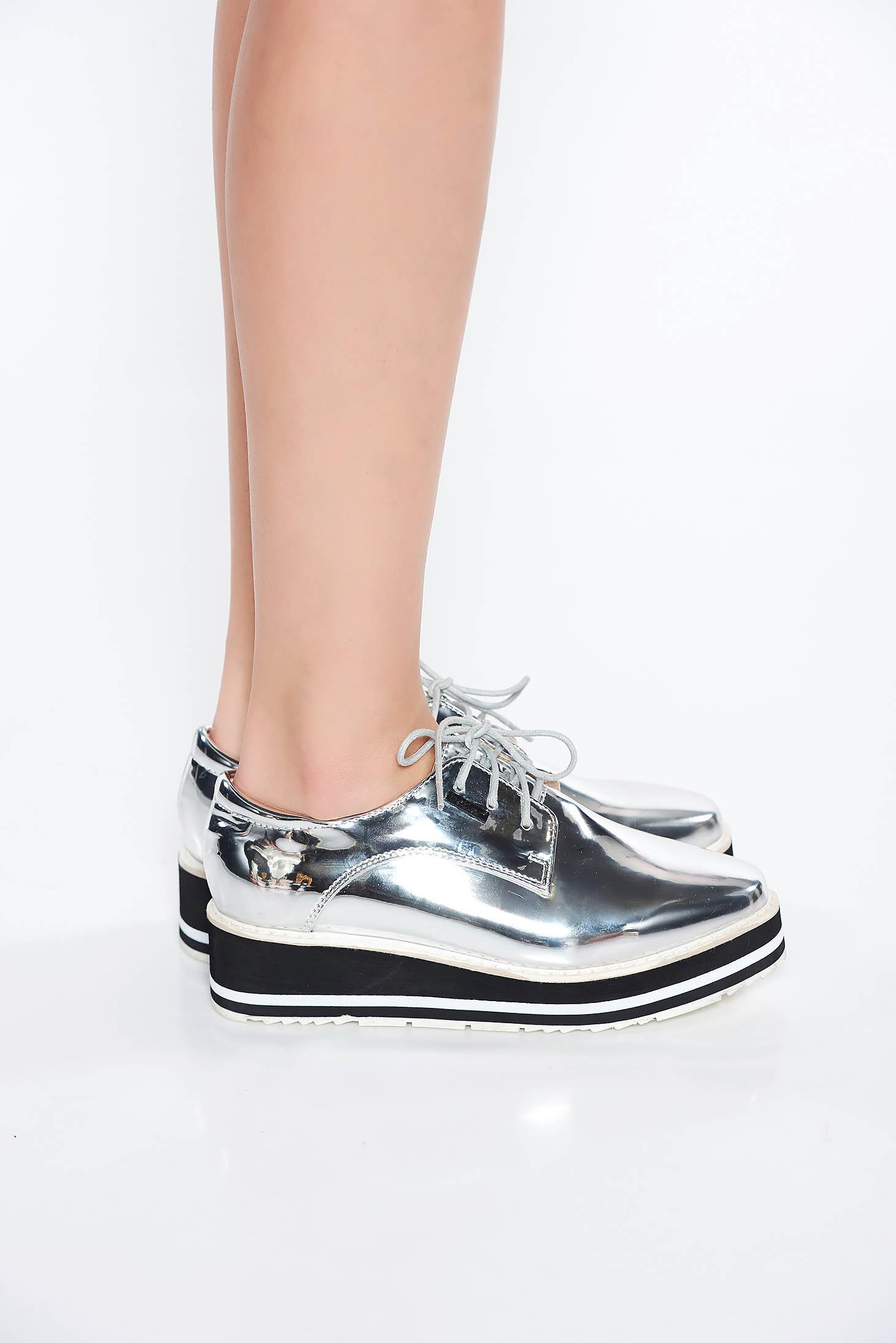 Pantofi argintiu casual cu talpa joasa din piele ecologica lacuita