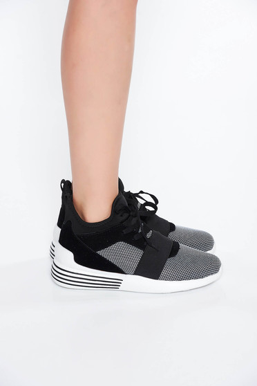 Black casual low heel sneakers with lace