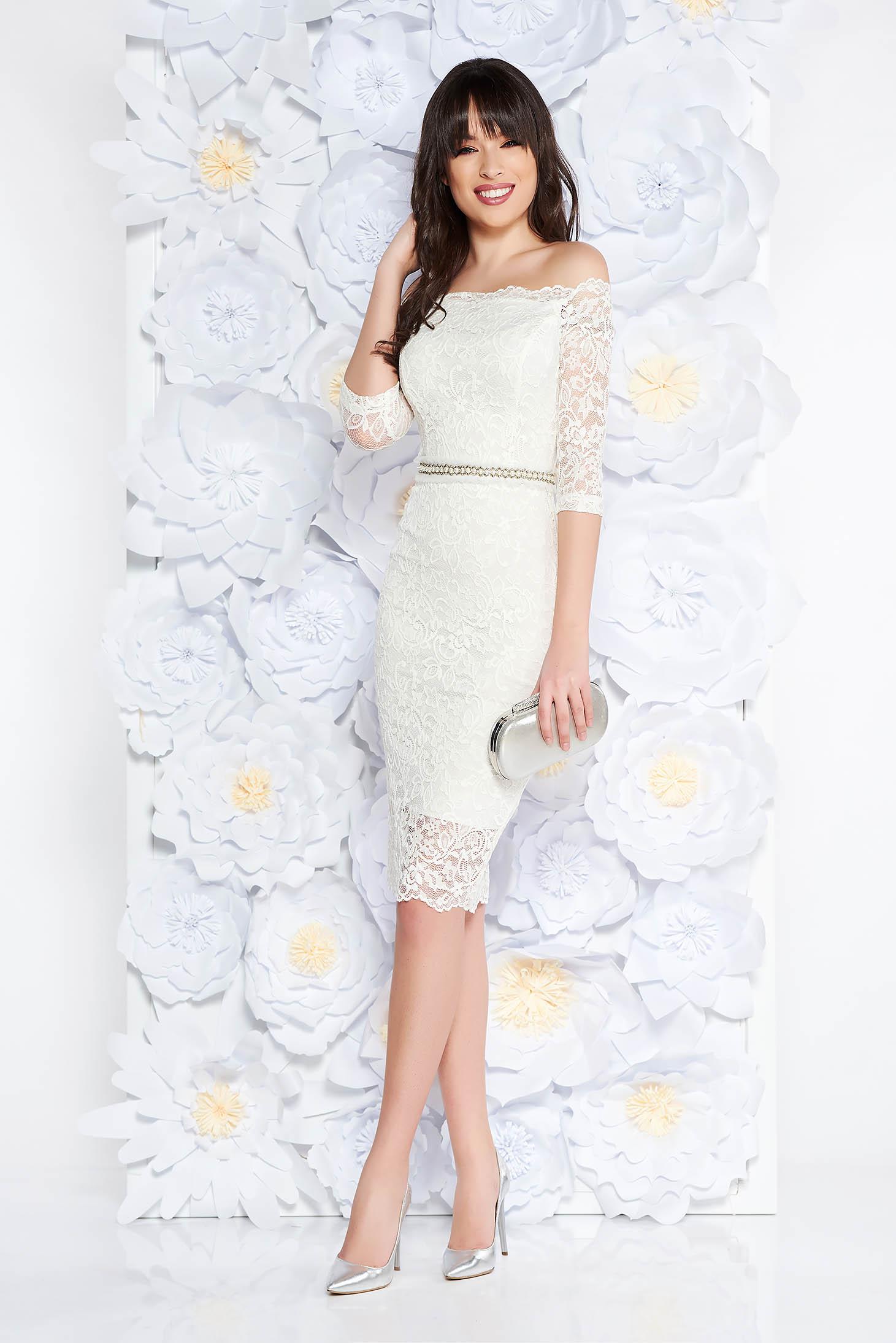 e272397cf0 Fehér StarShinerS alkalmi midi ruha szűk szabás csipkés anyag belső béléssel  övvel ellátva