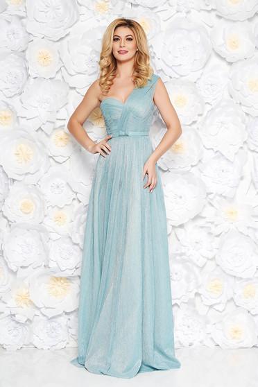 Ana Radu lightblue luxurious dress with inside lining accessorized with tied waistband shimmery metallic fabric cloche