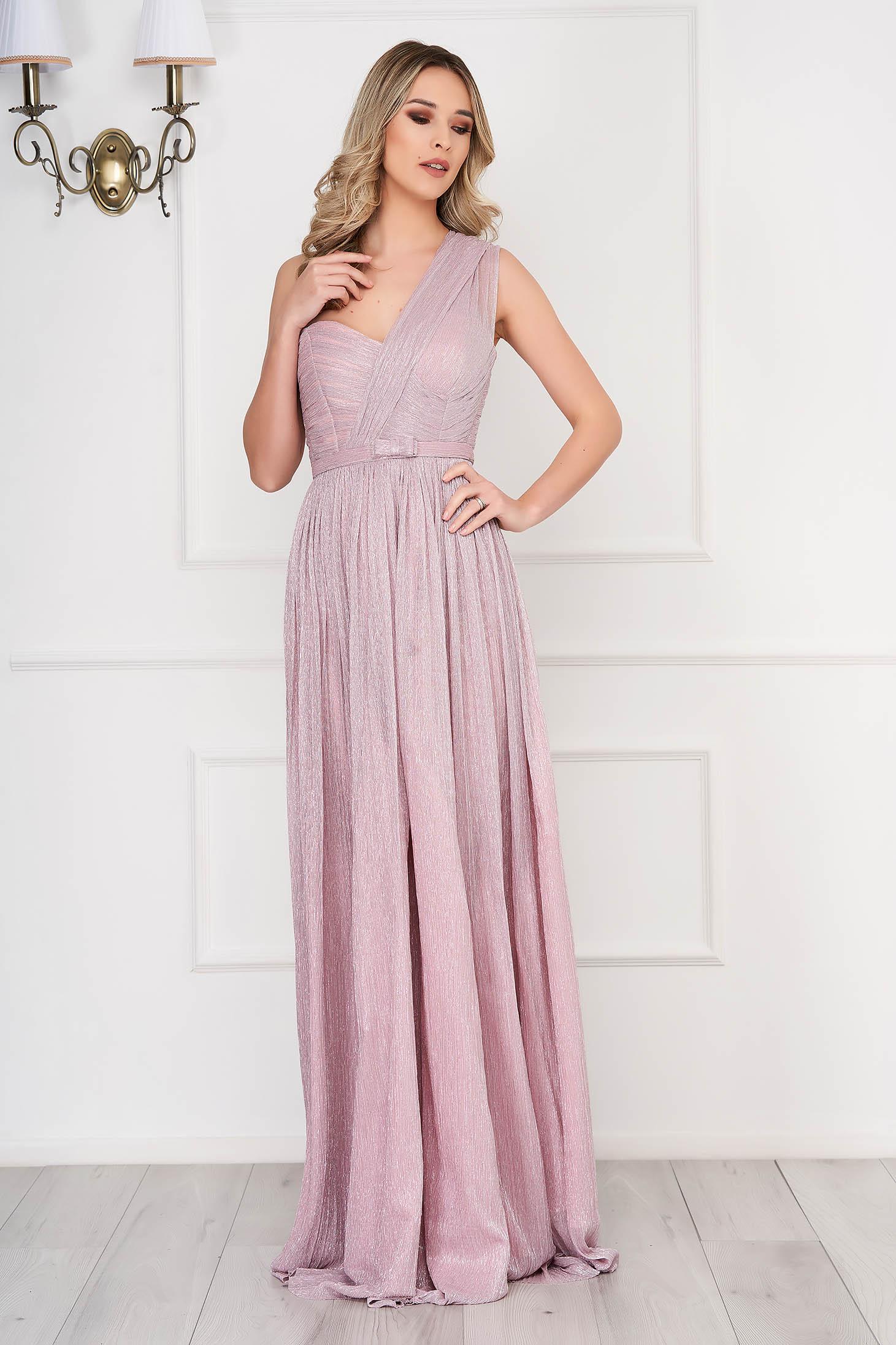 Rochie Ana Radu roz deschis de lux in clos din tesatura metalica cu luciu captusita pe interior accesorizata cu cordon