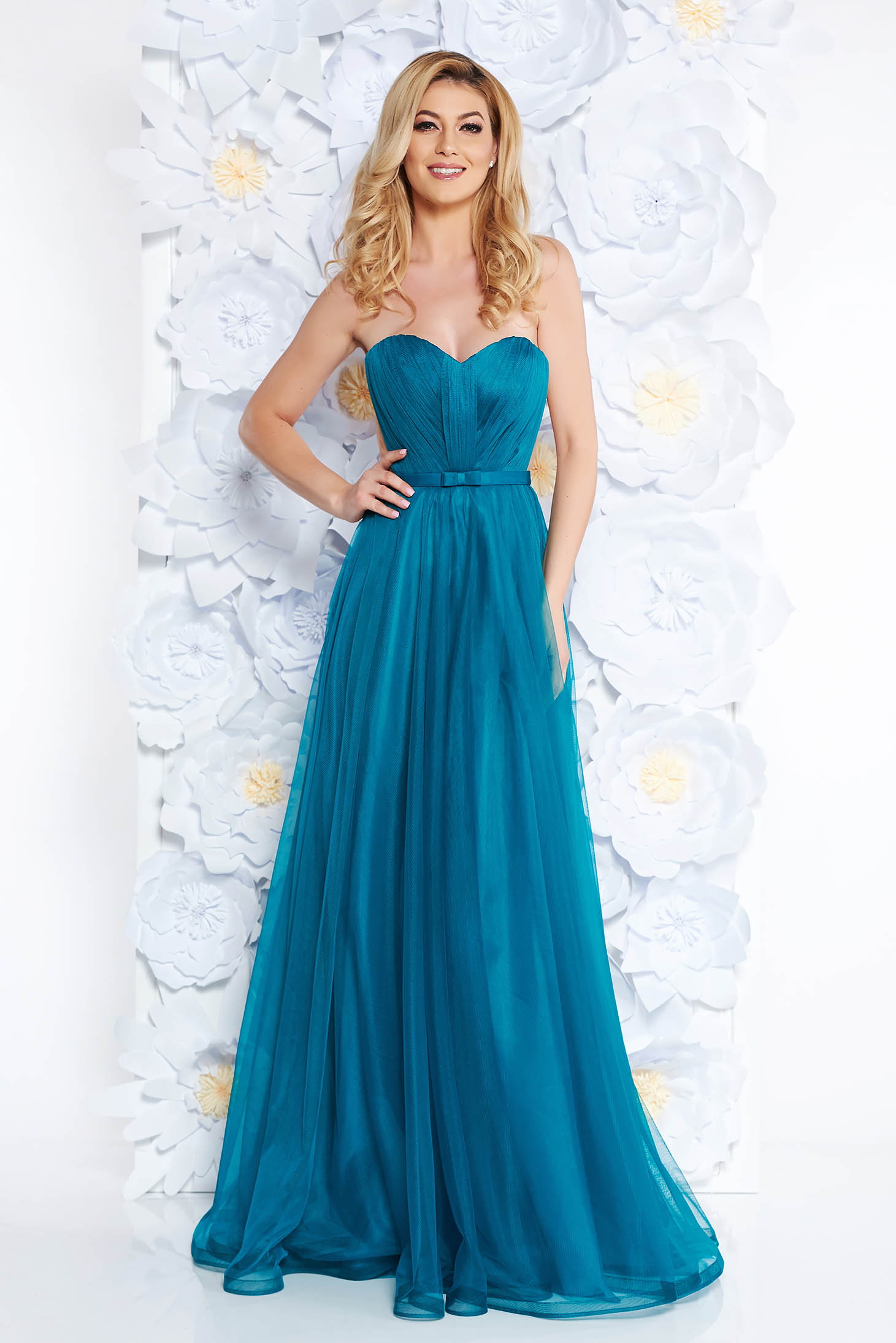 Ana Radu green dress with push-up cups from tulle luxurious with inside lining cloche