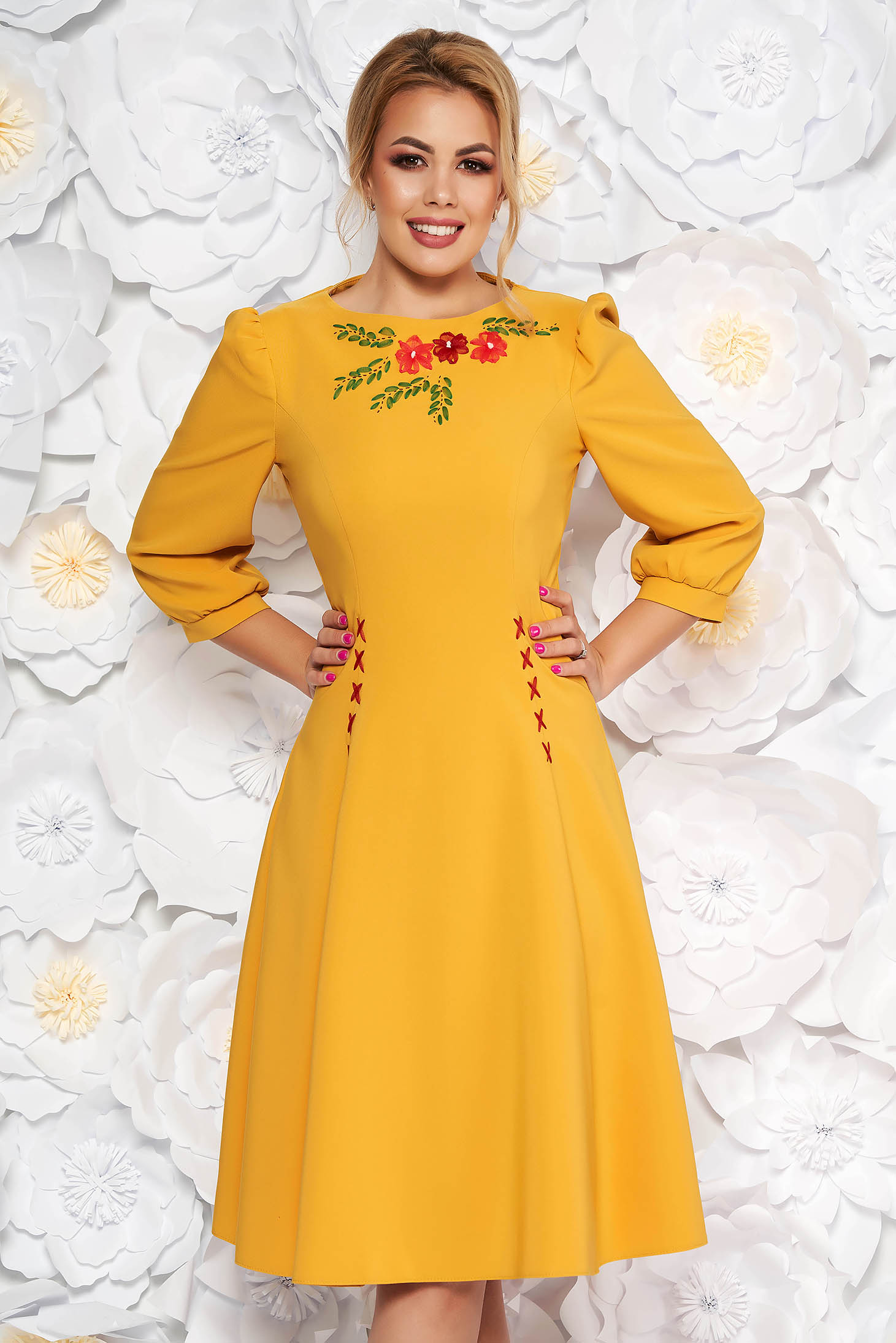 Rochie LaDonna mustarie eleganta brodata in clos din stofa usor elastica cu maneci trei-sferturi