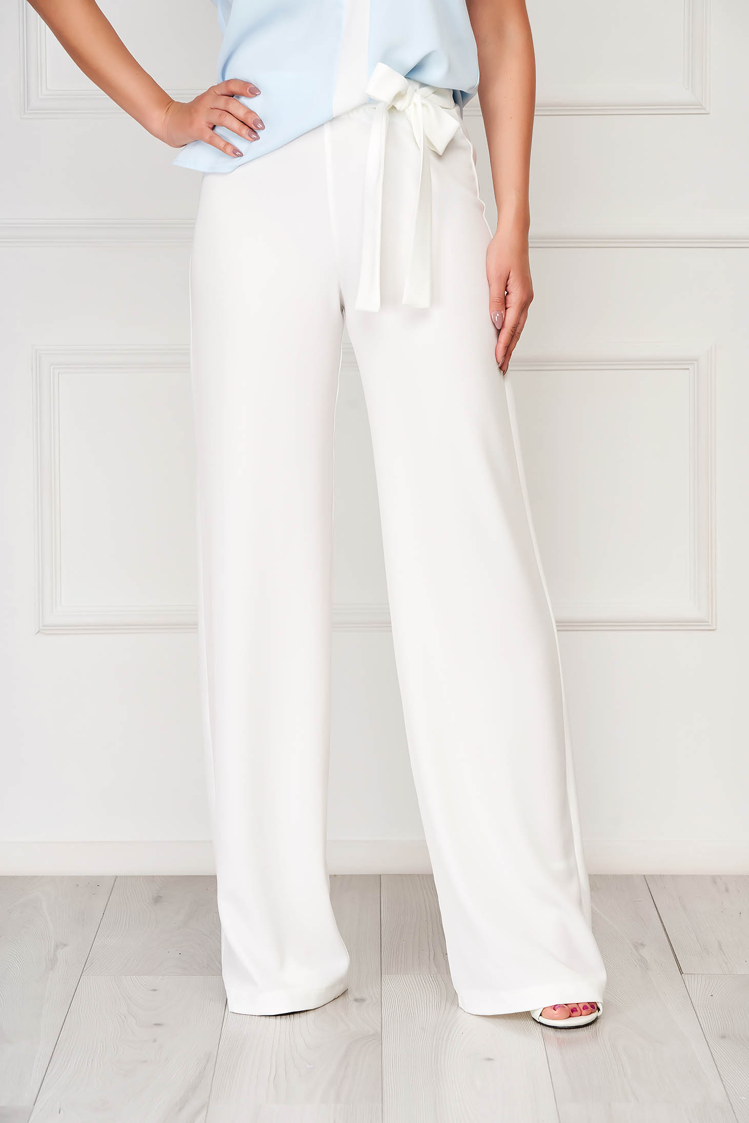 Pantaloni StarShinerS albi eleganti evazati cu talie inalta din stofa usor elastica accesorizati cu cordon