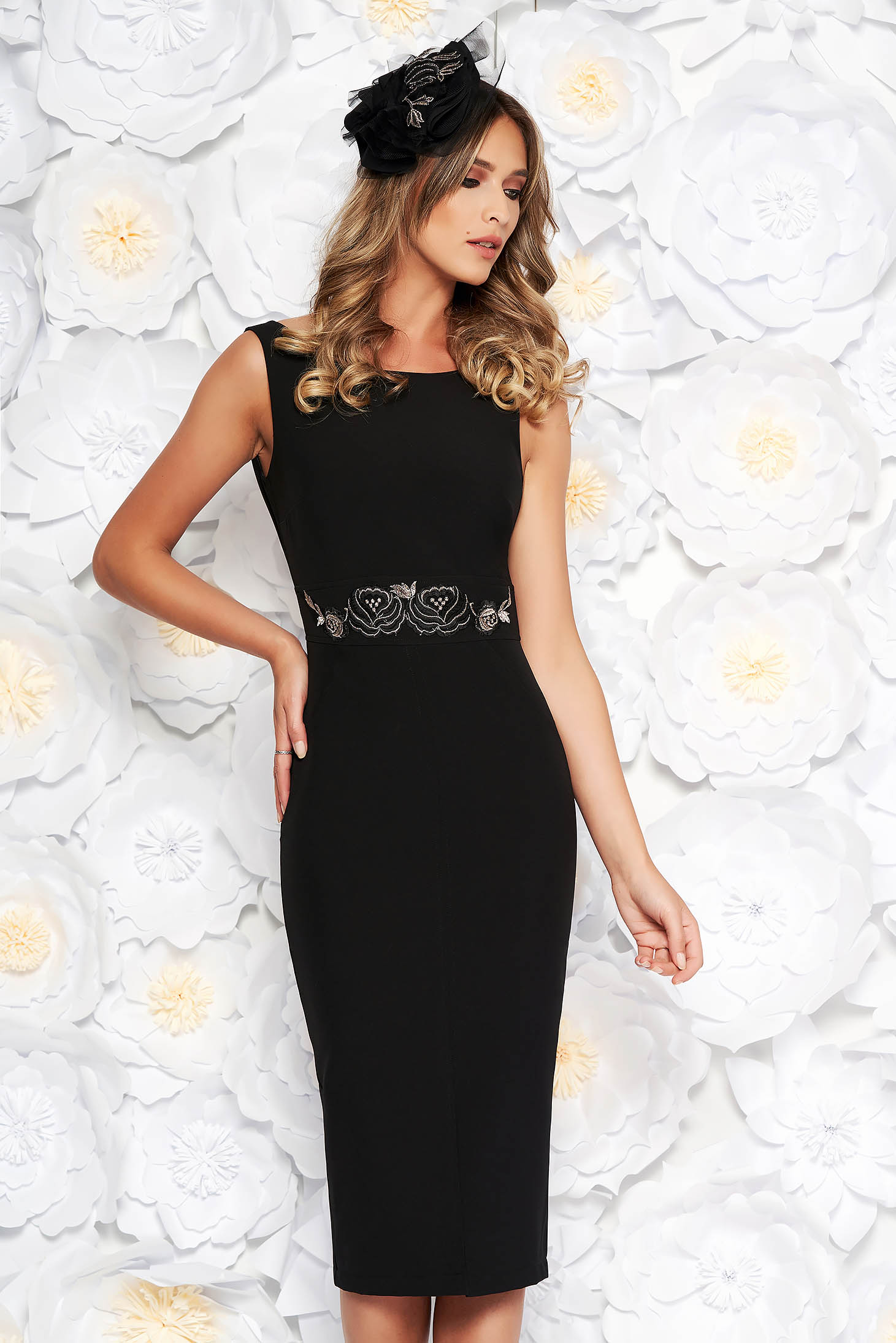 StarShinerS black pencil dress slightly elastic fabric with inside lining lace and sequins details occasional