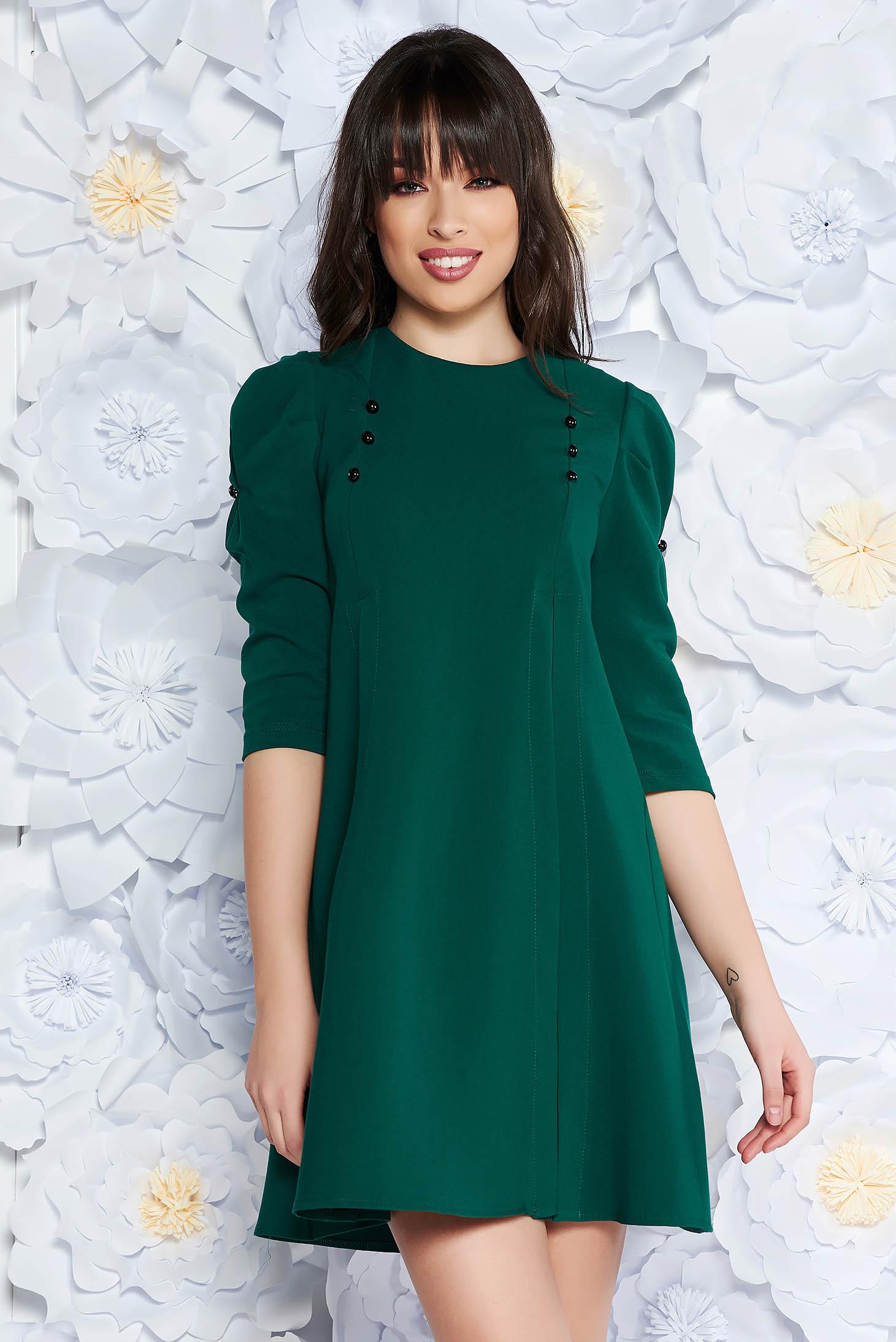 Rochie Artista verde de zi cu croi larg din stofa usor elastica accesorizata cu nasturi cu maneci trei-sferturi