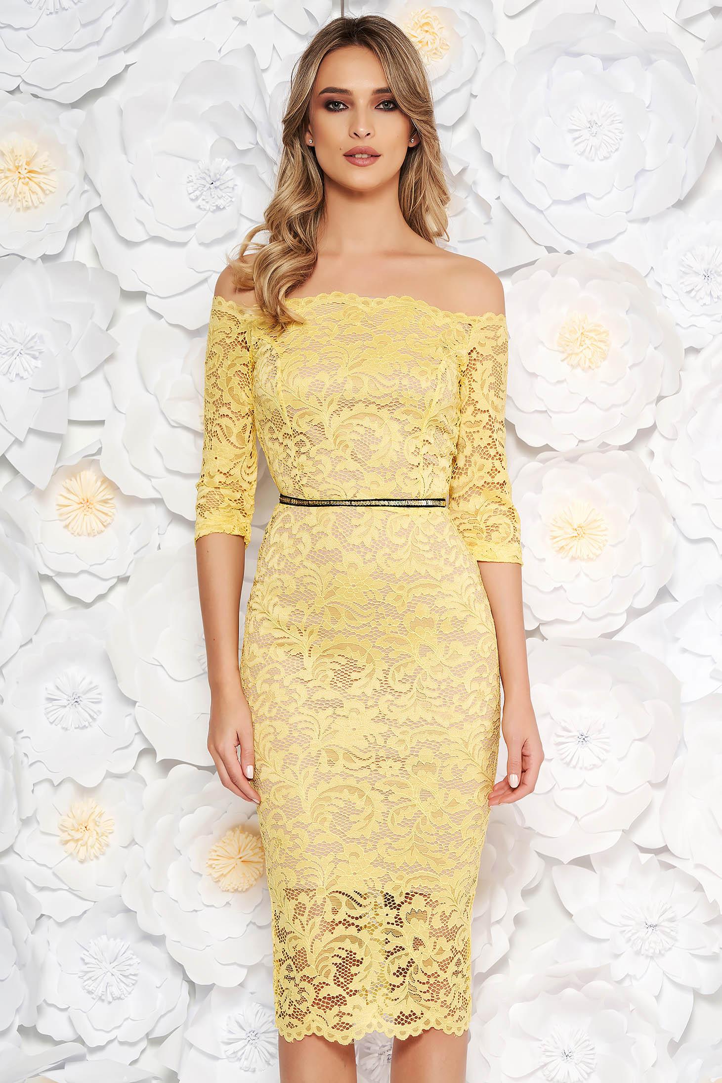 Sárga StarShinerS alkalmi midi szűk szabású ruha csipkéből béléssel övvel ellátva