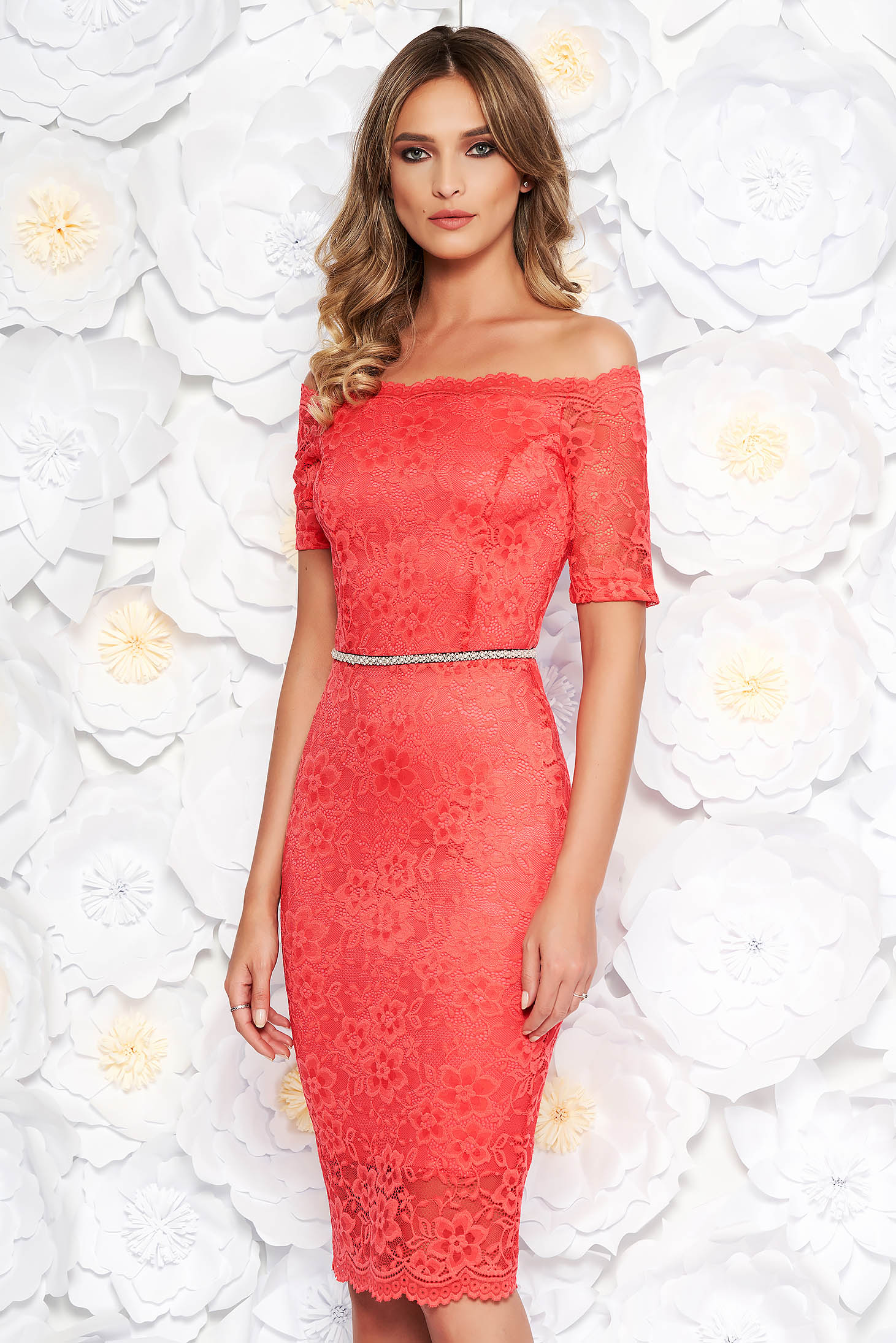 StarShinerS coral occasional midi dress with tented cut from laced fabric with inside lining accessorized with tied waistband