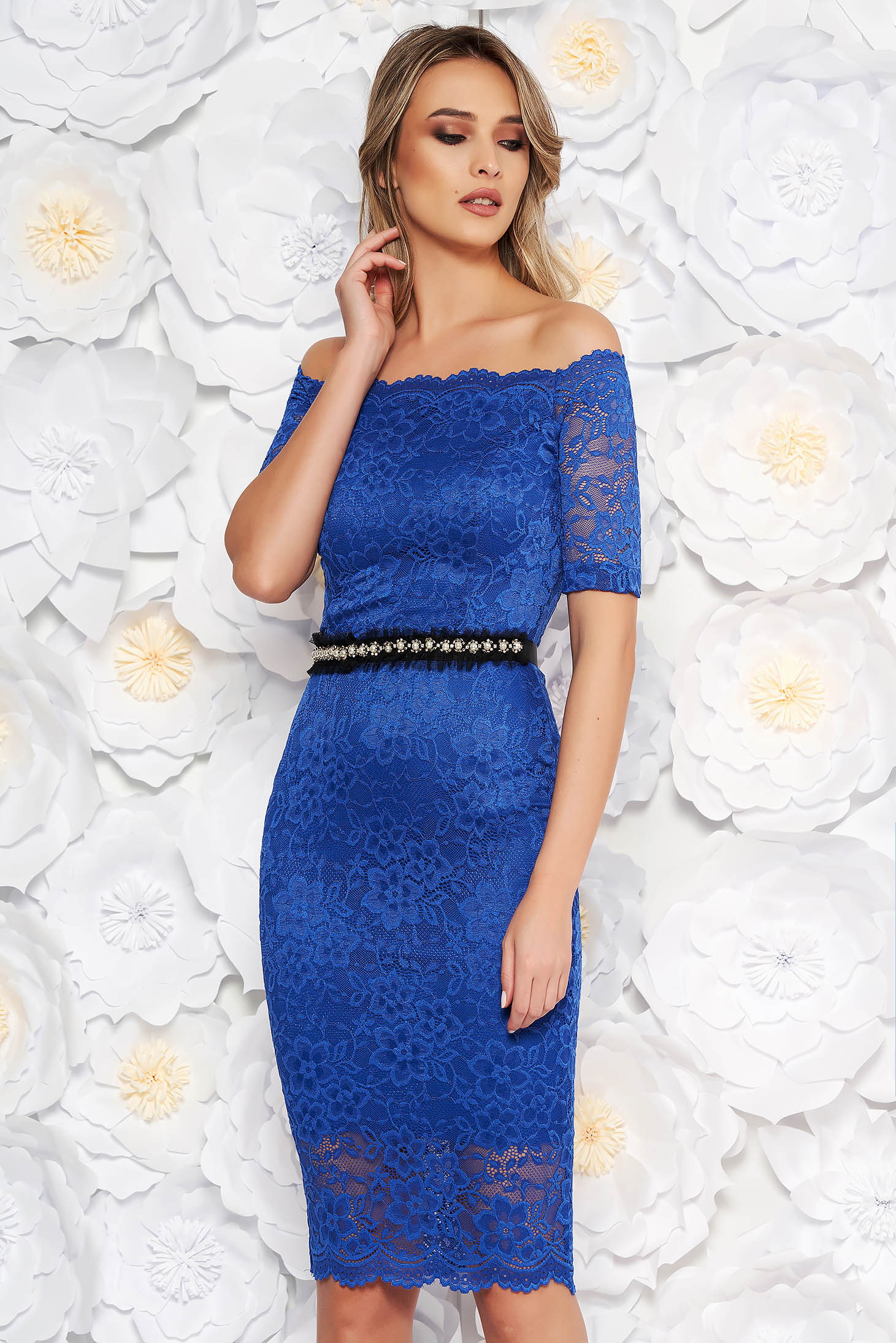 StarShinerS blue occasional midi dress with tented cut from laced fabric with inside lining accessorized with tied waistband