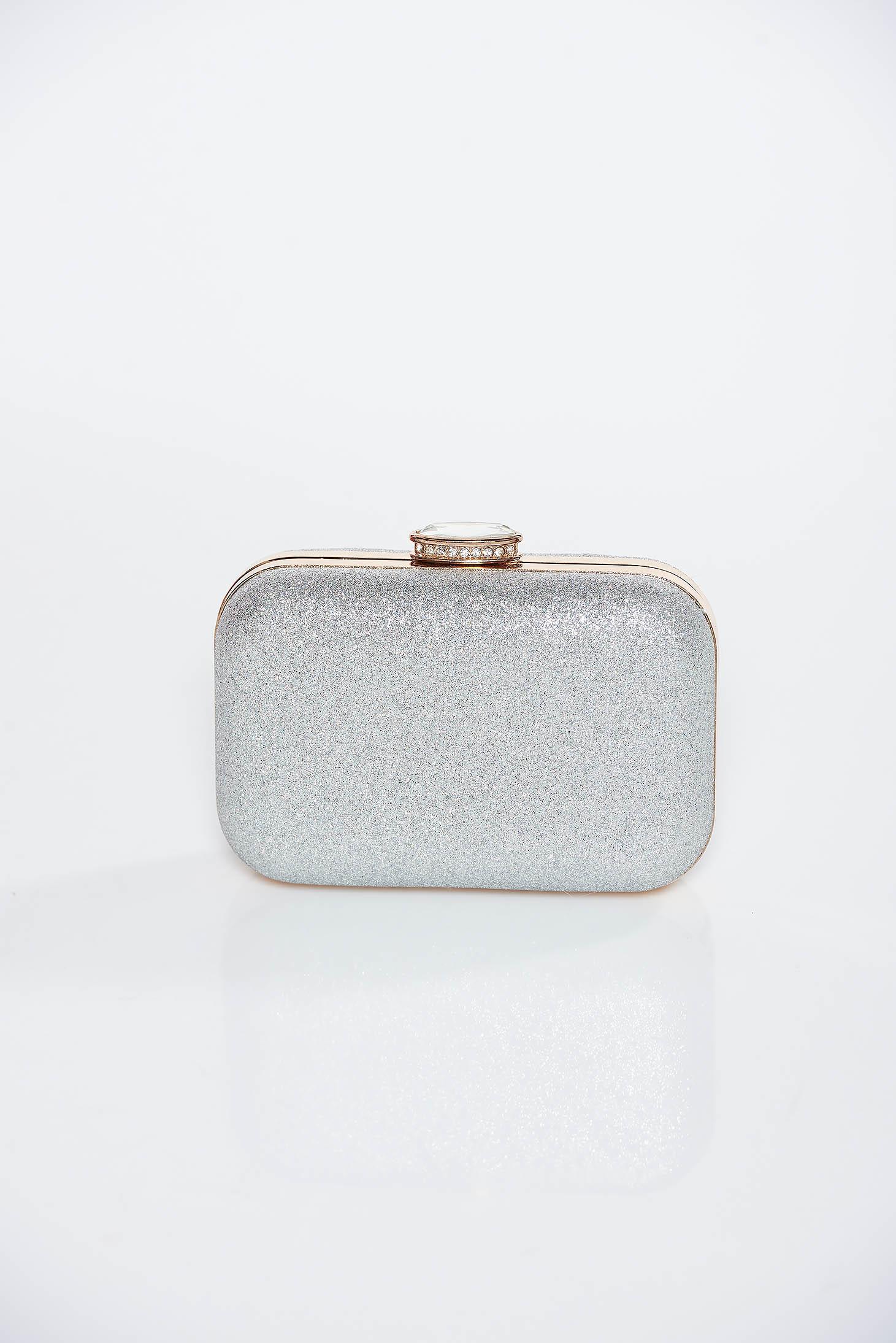 Ezüst alkalmi táska fémes jelleg hosszú lánc típusú pánt valamint rövid