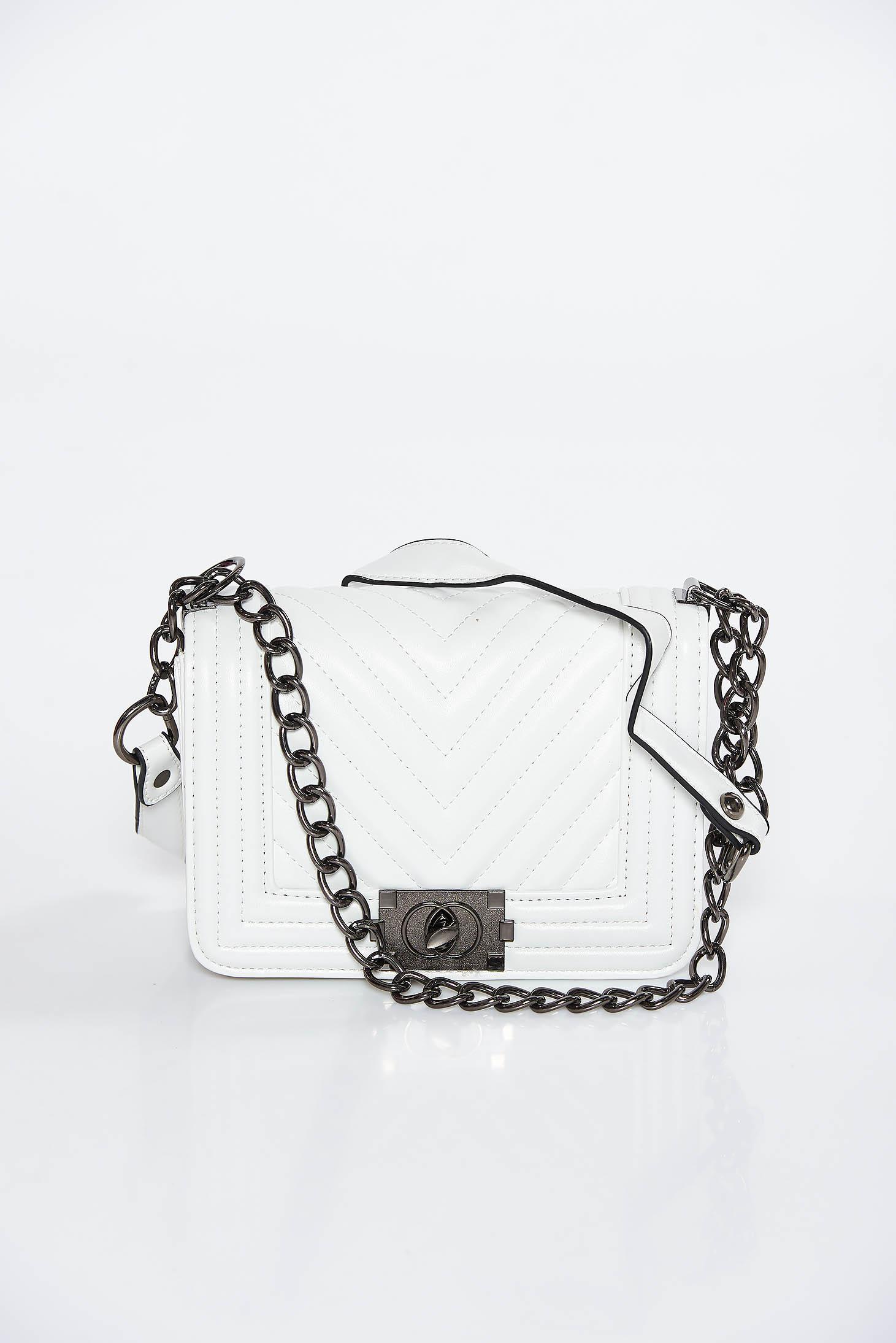 135f10fed6d1 Fehér casual műbőr táska hosszú lánc típusú pánt valamint rövid