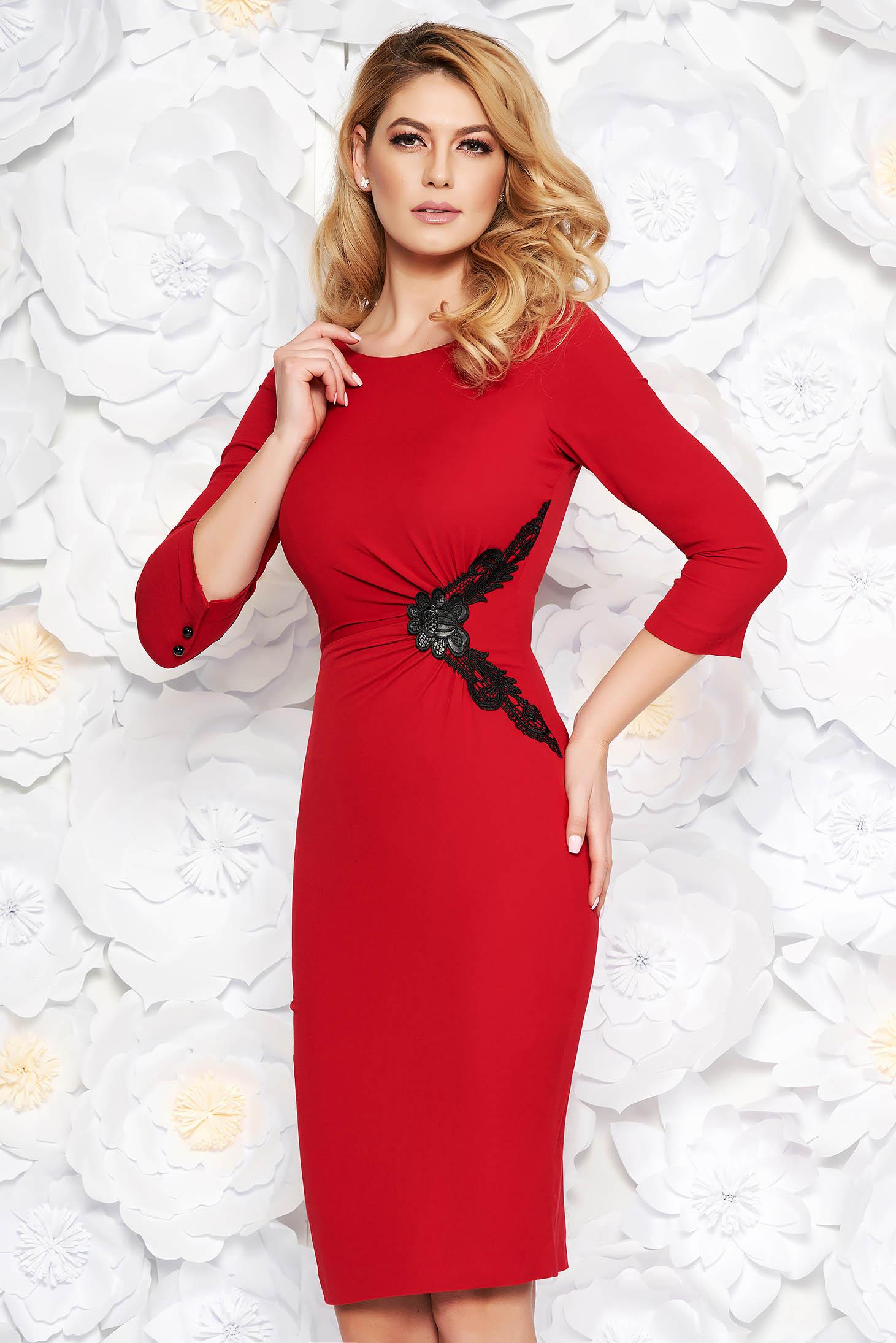 9e9639fe85 Piros elegáns midi ceruza ruha finom tapintású anyag belső béléssel csipke  díszítéssel
