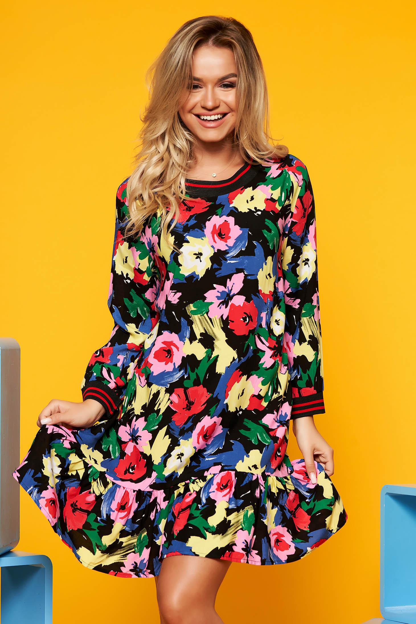 Rochie Top Secret rosie de zi cu croi larg cu imprimeuri florale cu volanase la baza rochiei din material vaporos