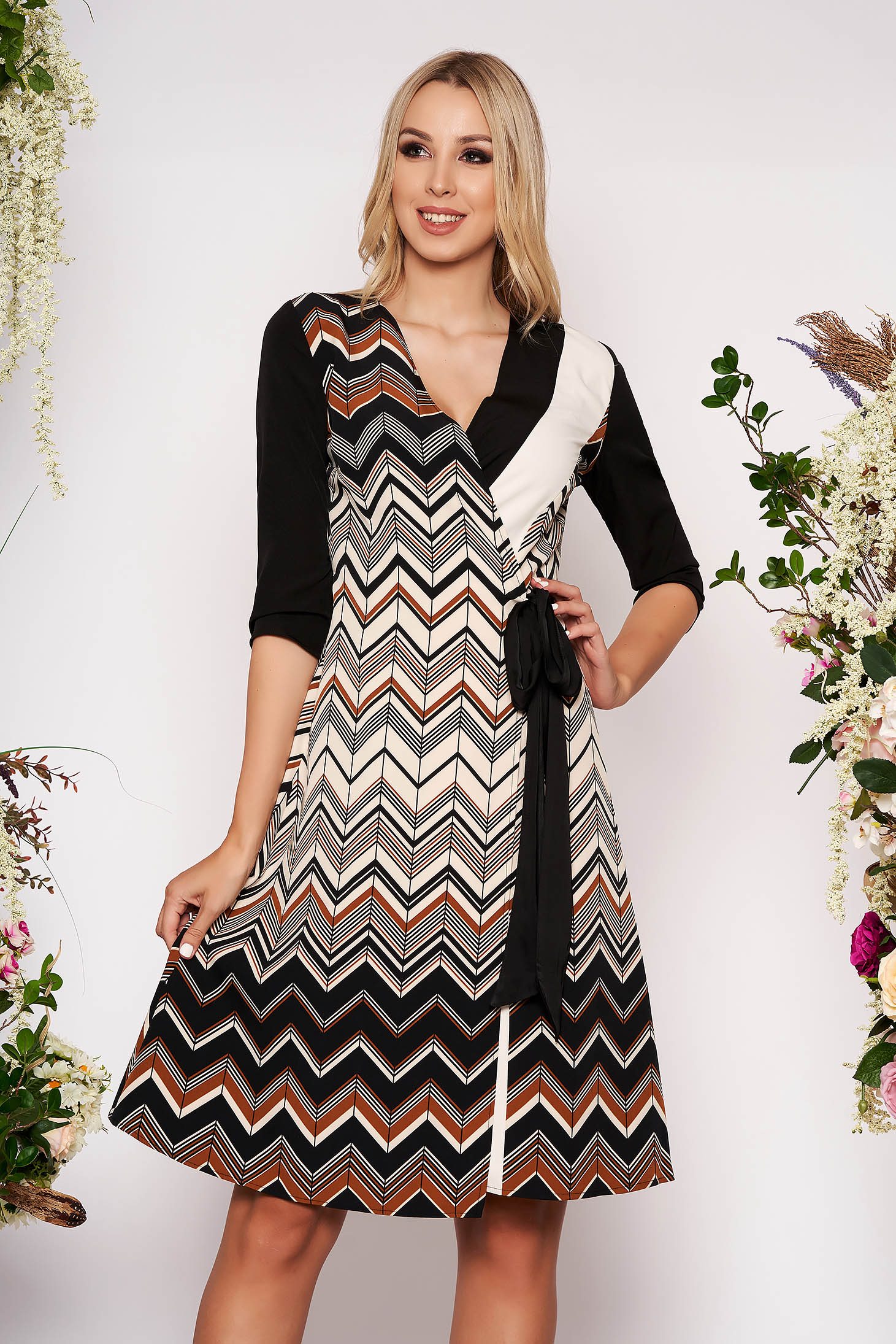 Black daily midi cloche dress slightly elastic fabric is fastened around the waist with a ribbon