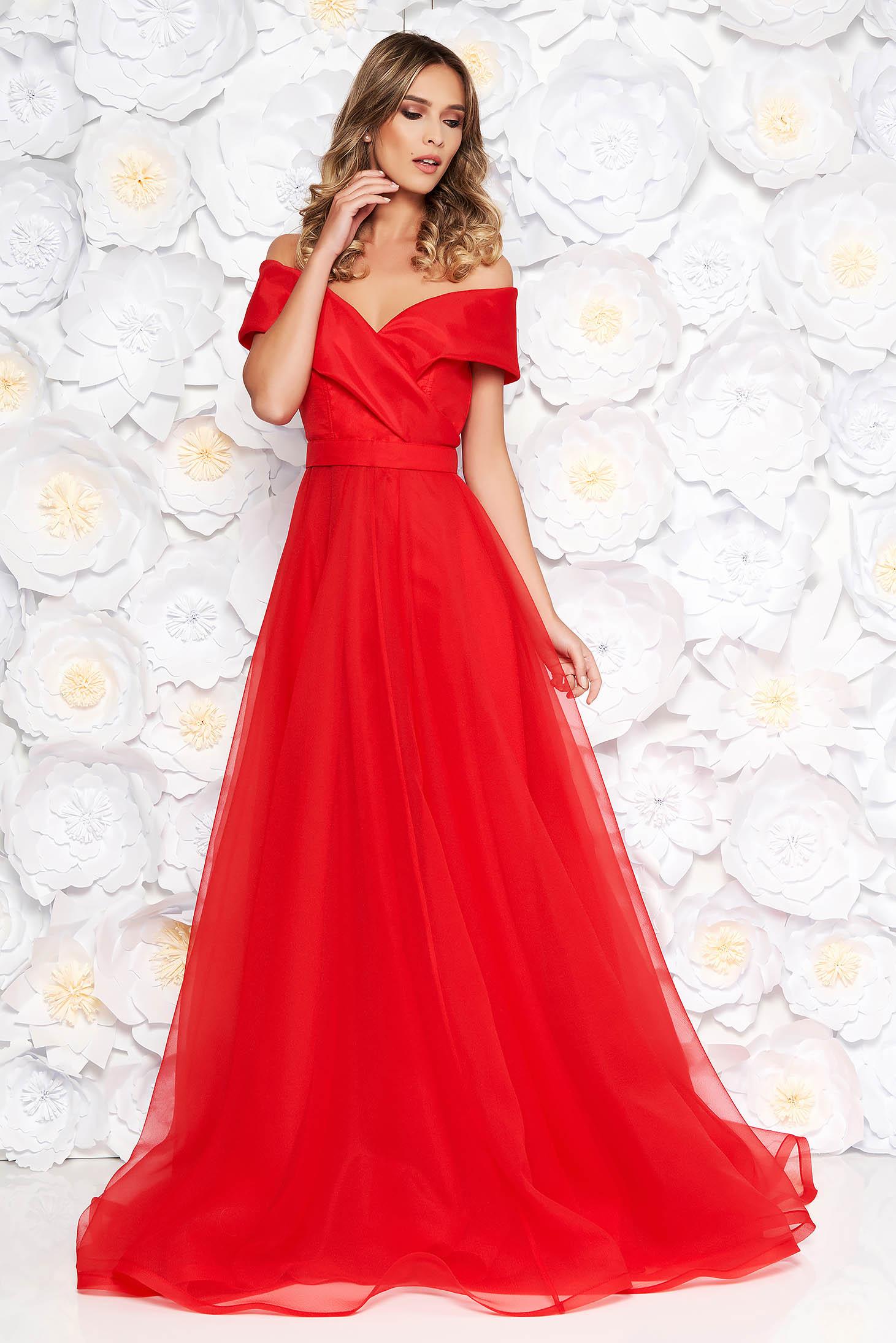 Rochie Ana Radu rosie de lux in clos din material transparent captusita pe interior accesorizata cu cordon