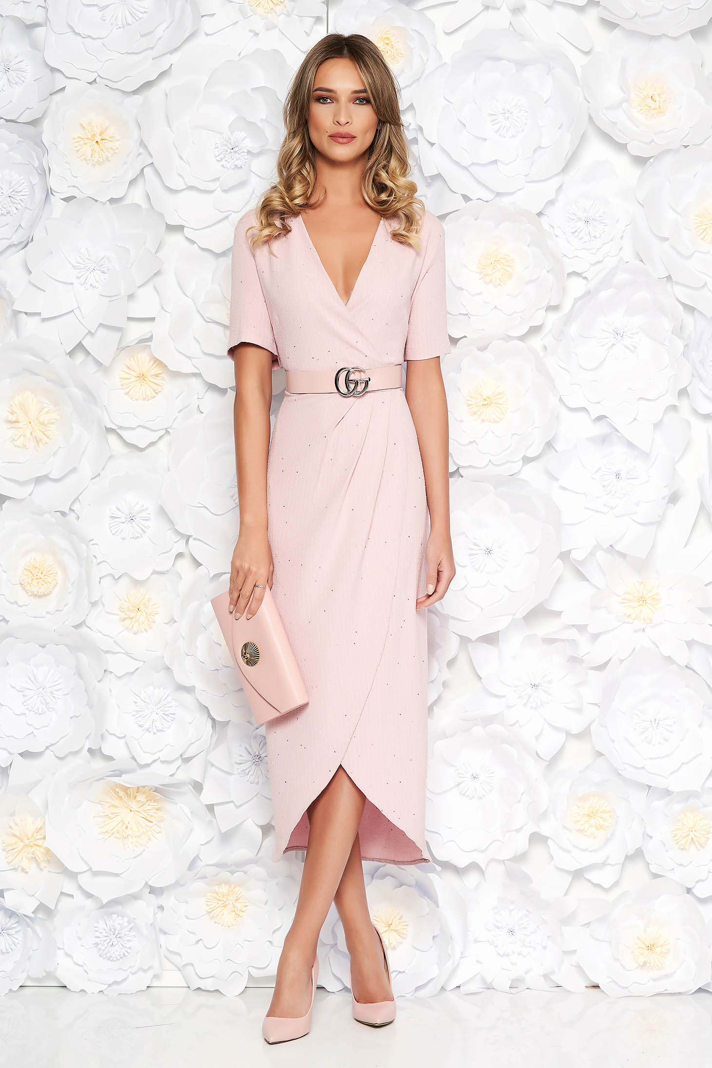 Rosa elegant dress slightly elastic fabric with sequin embellished details accessorized with belt with tented cut