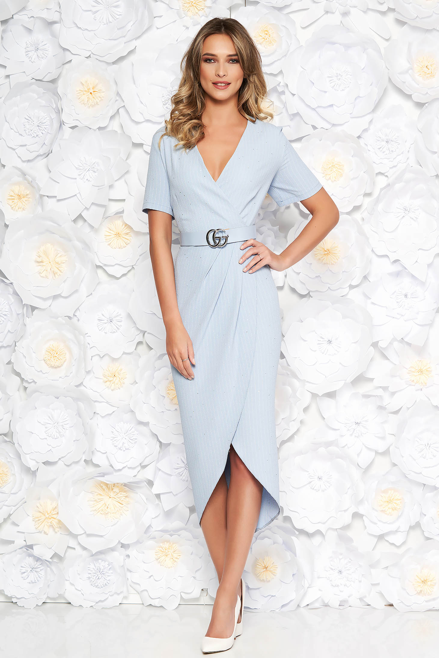 Lightblue elegant dress slightly elastic fabric with sequin embellished details accessorized with belt with tented cut