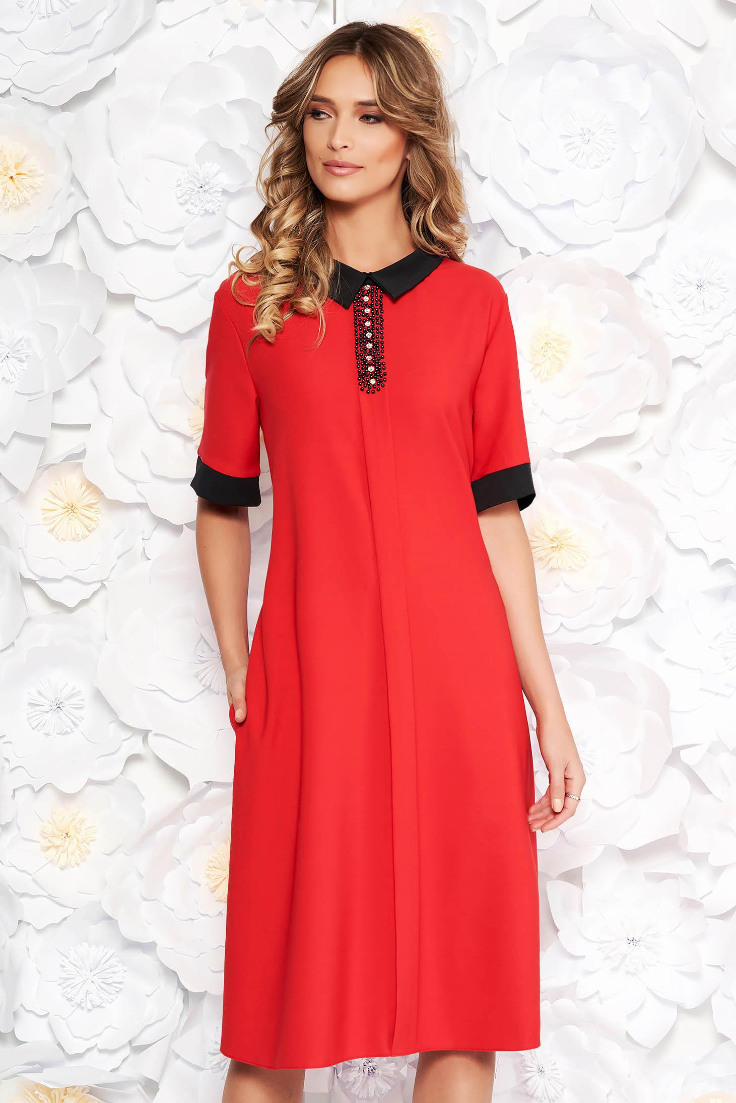 Piros elegáns bő szabású ruha enyhén rugalmas szövet strassz köves díszítés zsebes