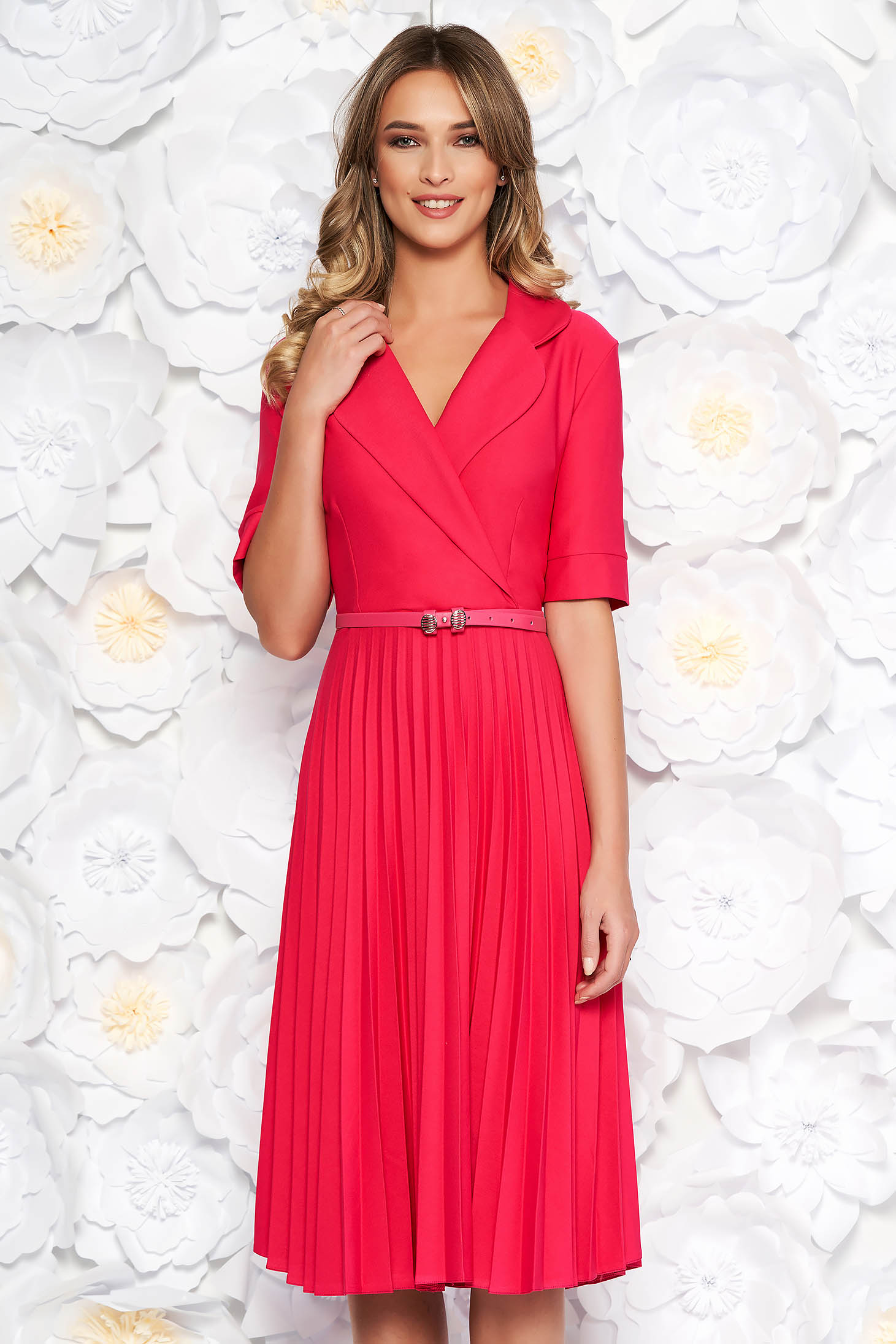 Pink daily elegant cloche dress with v-neckline accessorized with belt airy fabric