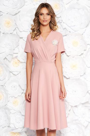 Rosa elegant cloche dress flexible thin fabric/cloth accessorized with breastpin