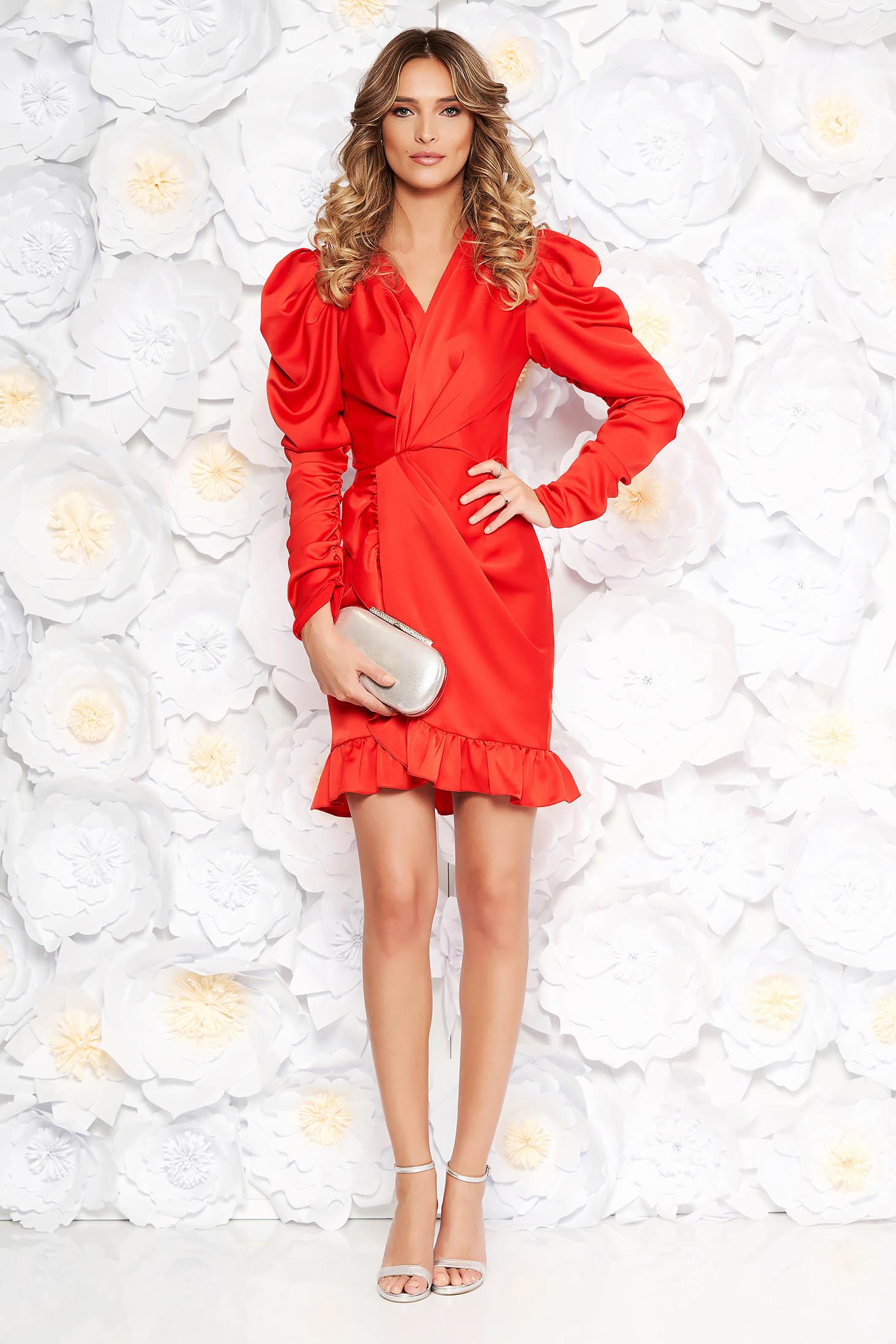 4a5b0068db Piros Ana Radu ruha szűk szabás szatén anyagból v-dekoltázzsal fodrok a ruha  alján