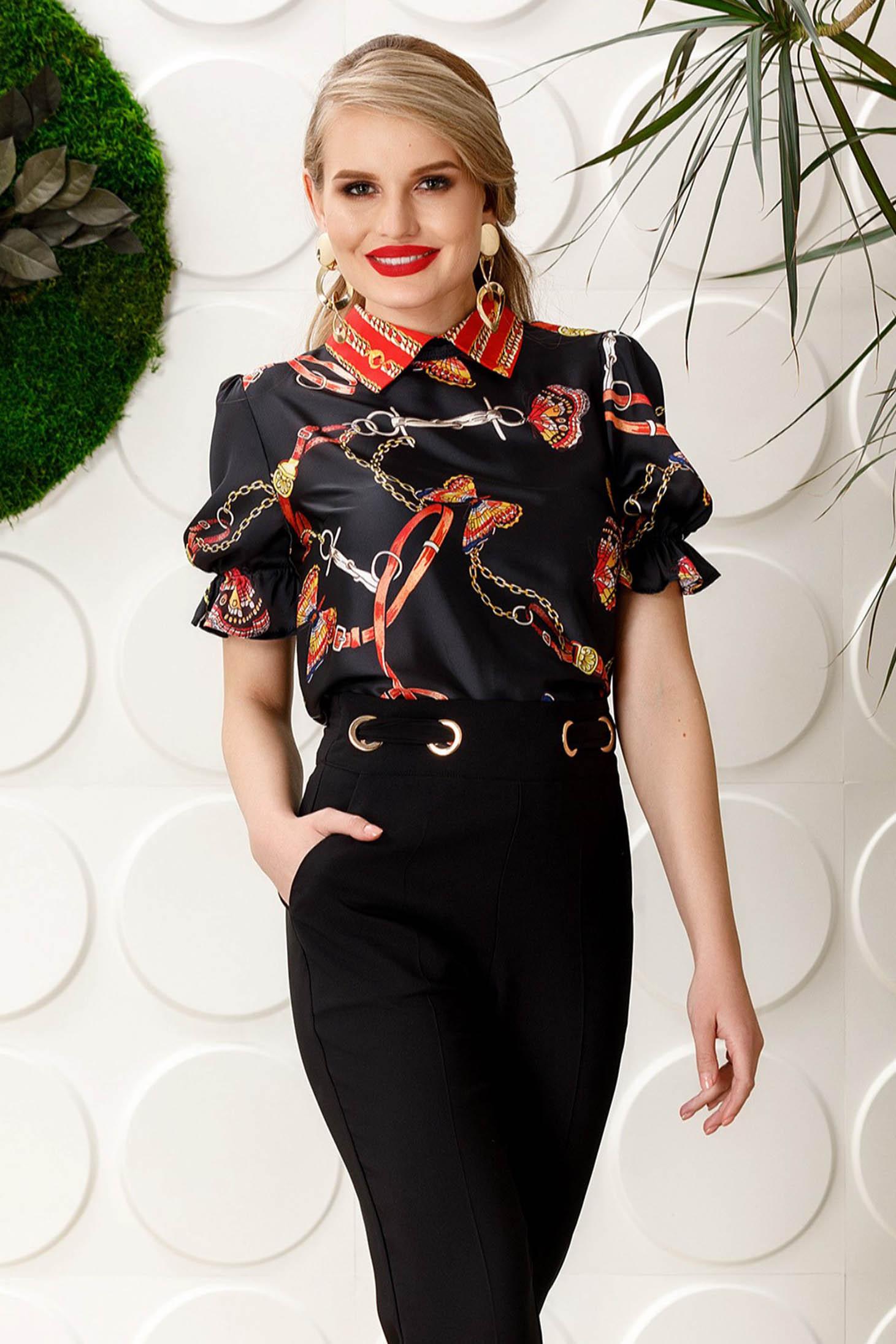 Bluza dama PrettyGirl neagra eleganta cu croi larg cu maneca scurta din material satinat cu imprimeuri grafice