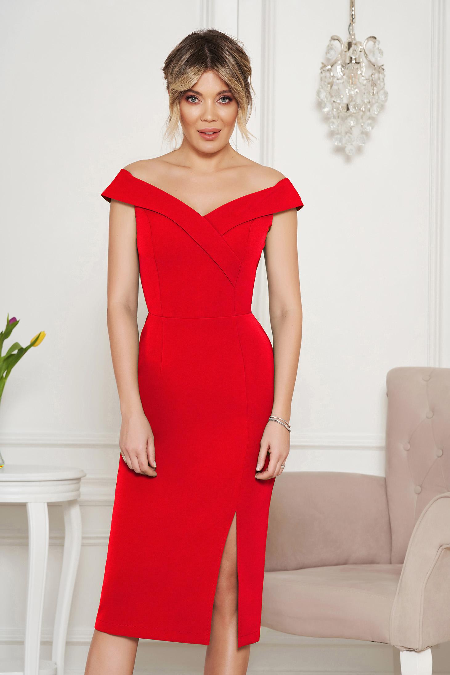 Piros StarShinerS alkalmi ruha szűk szabás v-dekoltázzsal a vállakon