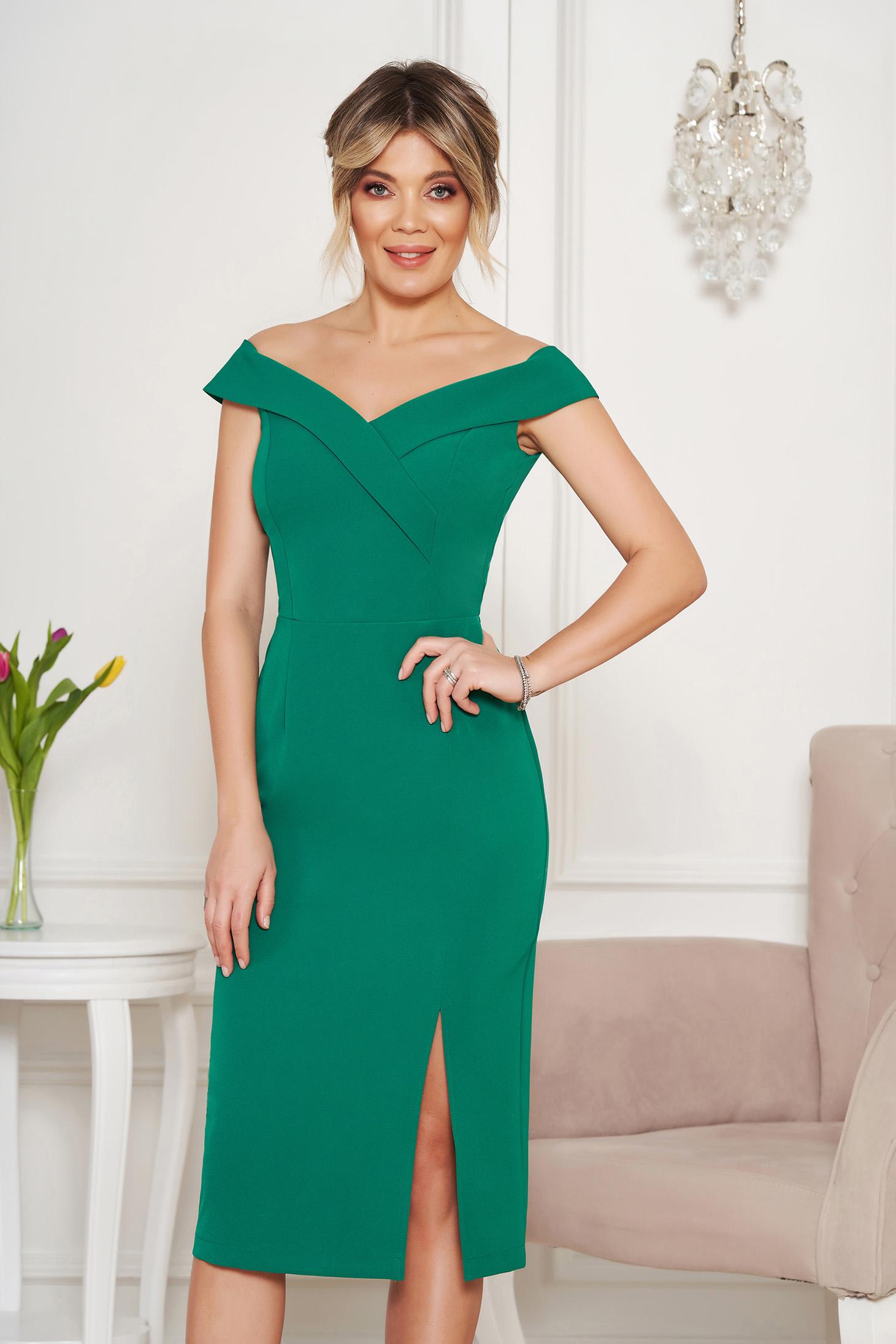 5f01018cdc Zöld StarShinerS alkalmi ruha szűk szabás v-dekoltázzsal a vállakon