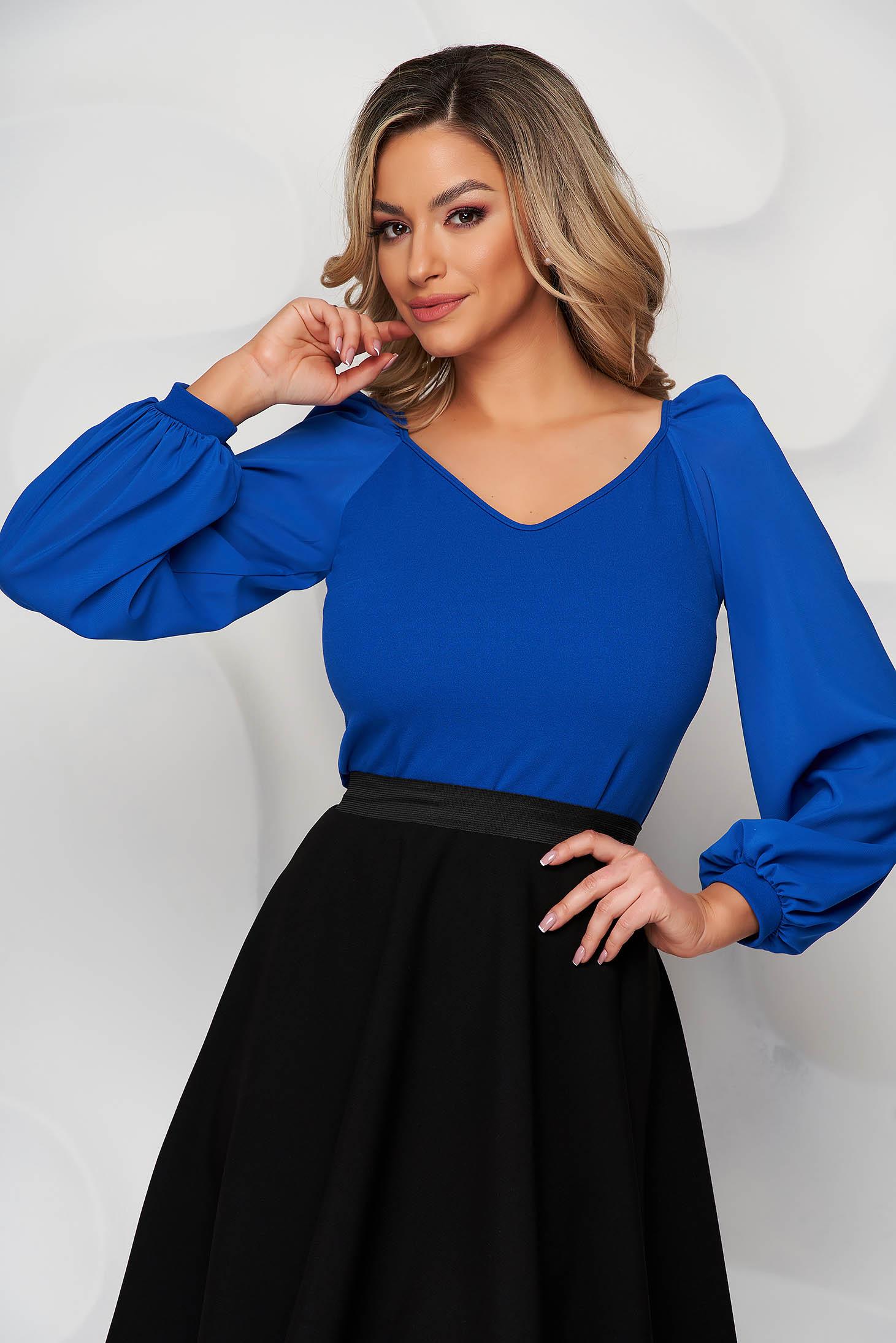 Bluza dama StarShinerS albastra eleganta cu un croi mulat cu decolteu in v si maneci transparente