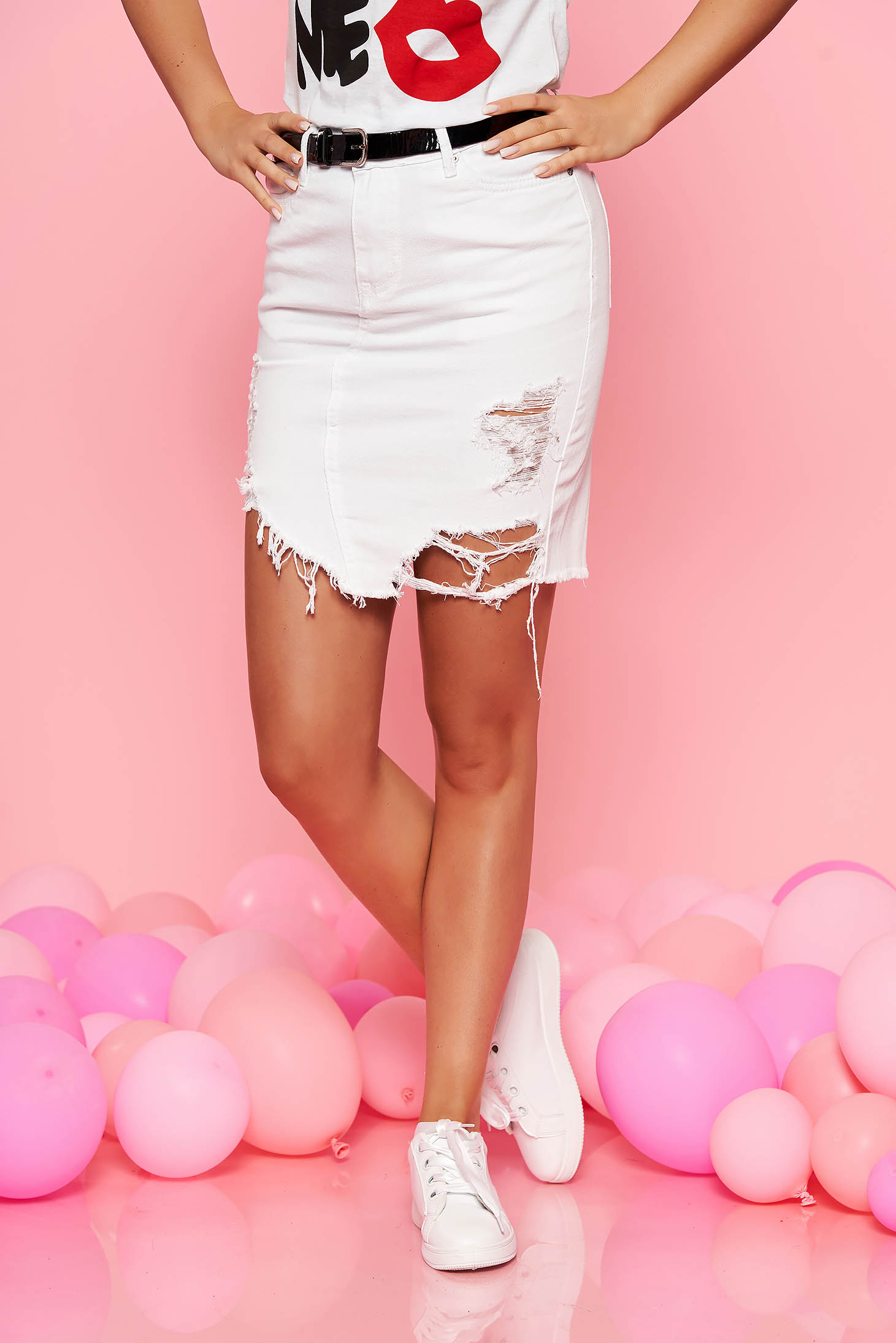 SunShine white casual skirt with ruptures with medium waist nonelastic cotton accessorized with belt