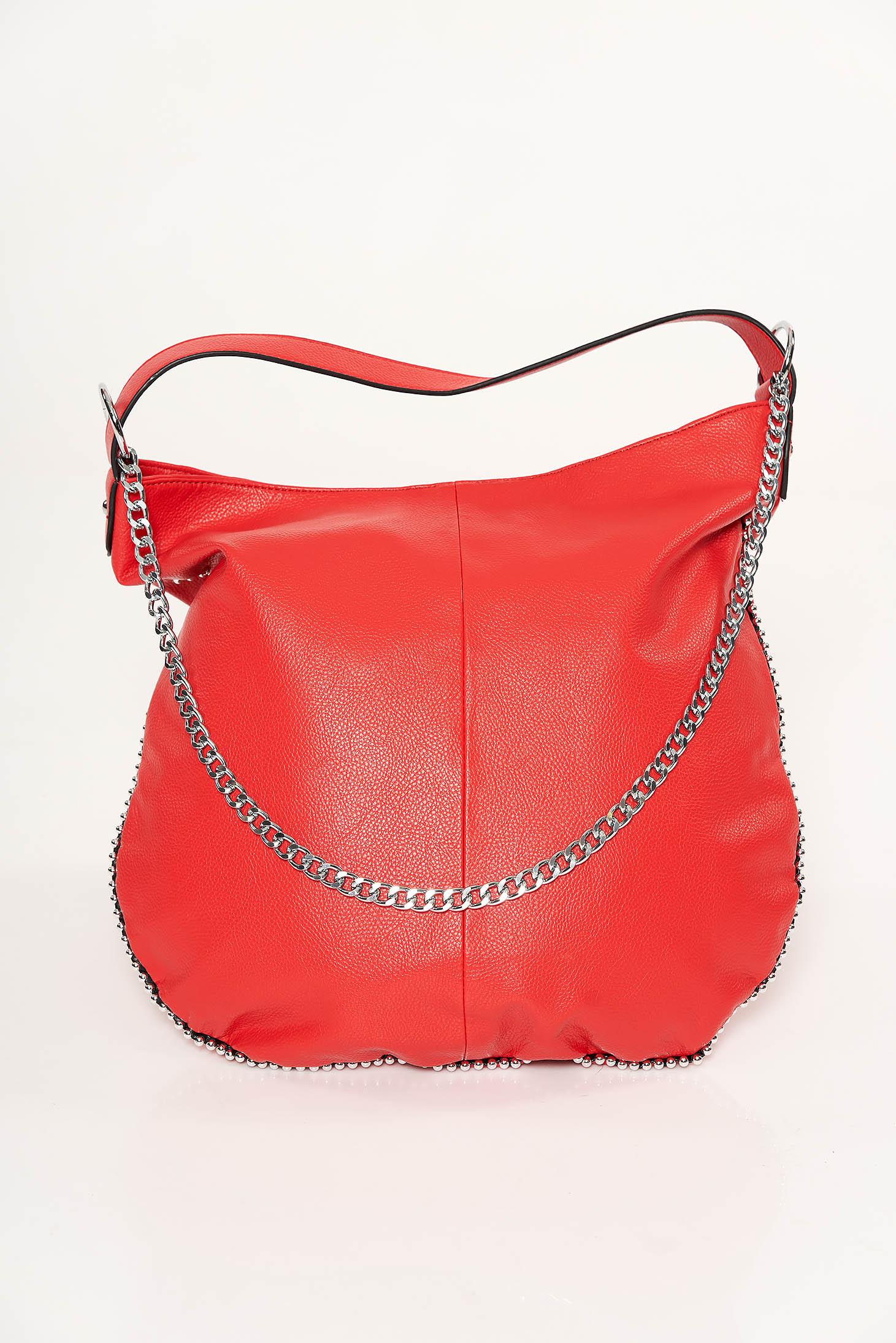 Piros casual táska műbőr fém lánccal van ellátva