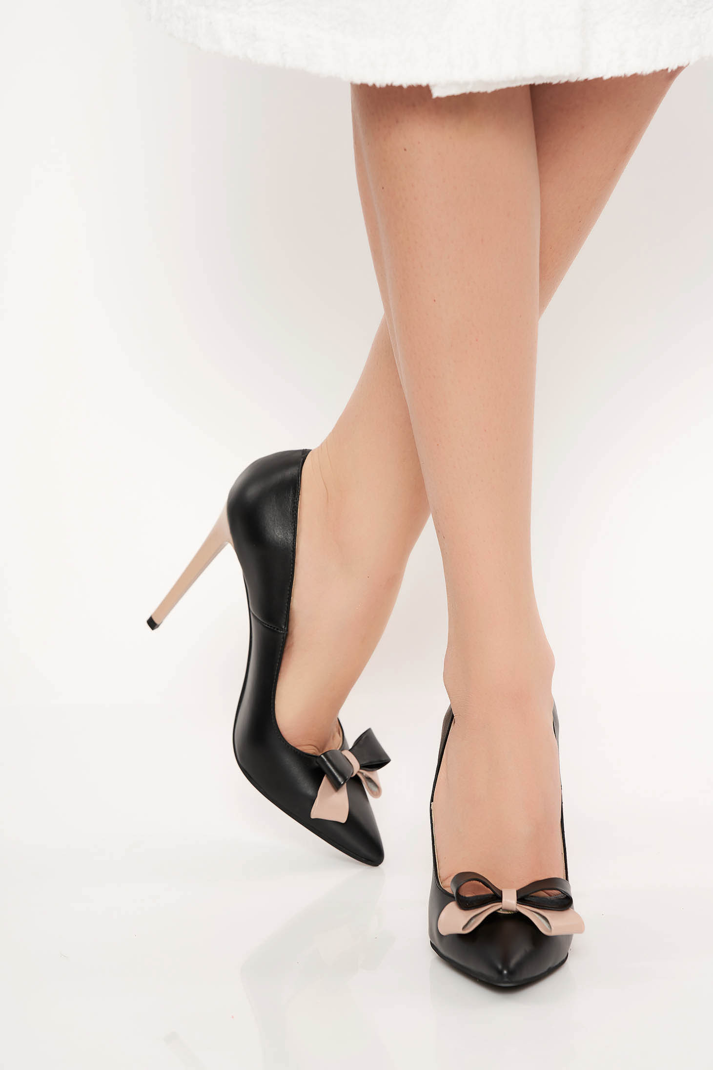 Black office shoes natural leather slightly pointed toe tip bow accessory