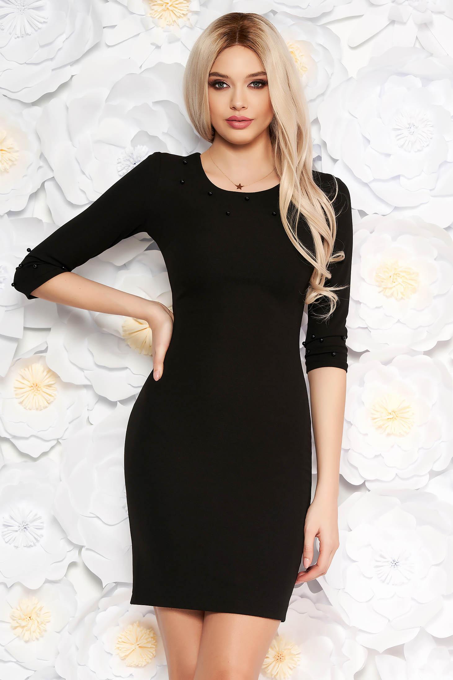 Rochie neagra eleganta cu un croi mulat din material usor elastic cu maneci trei-sferturi