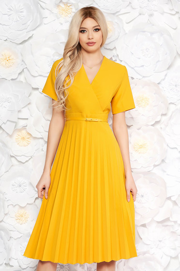 Yellow dress pleats of material with v-neckline flaring cut